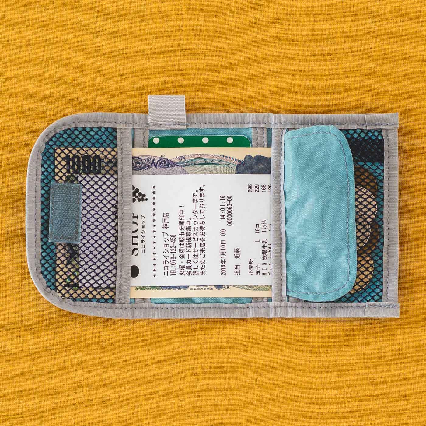 カードポケット付きだから、ポイントや特典も忘れずGET。さっと取り出しやすいタブ付き。お札は広げてポケットに差し込めば一目瞭然。