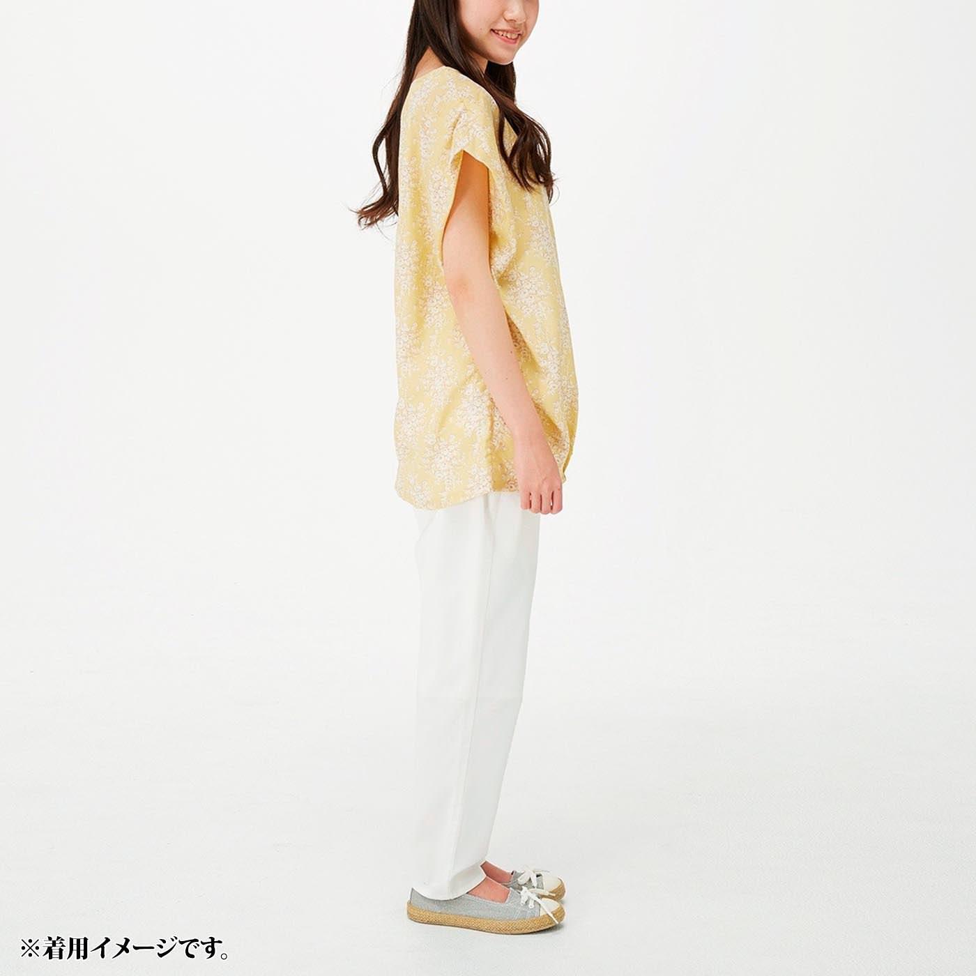 これは参考画像です。中心を合わせて衿を挟み込んで。後ろは少し長め丈で腰まわりをカバー。