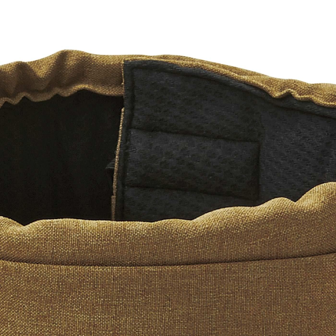 帽子と違い面ファスナーで自分サイズに調整できるので、しっかりフィット。風に飛ばされにくい。