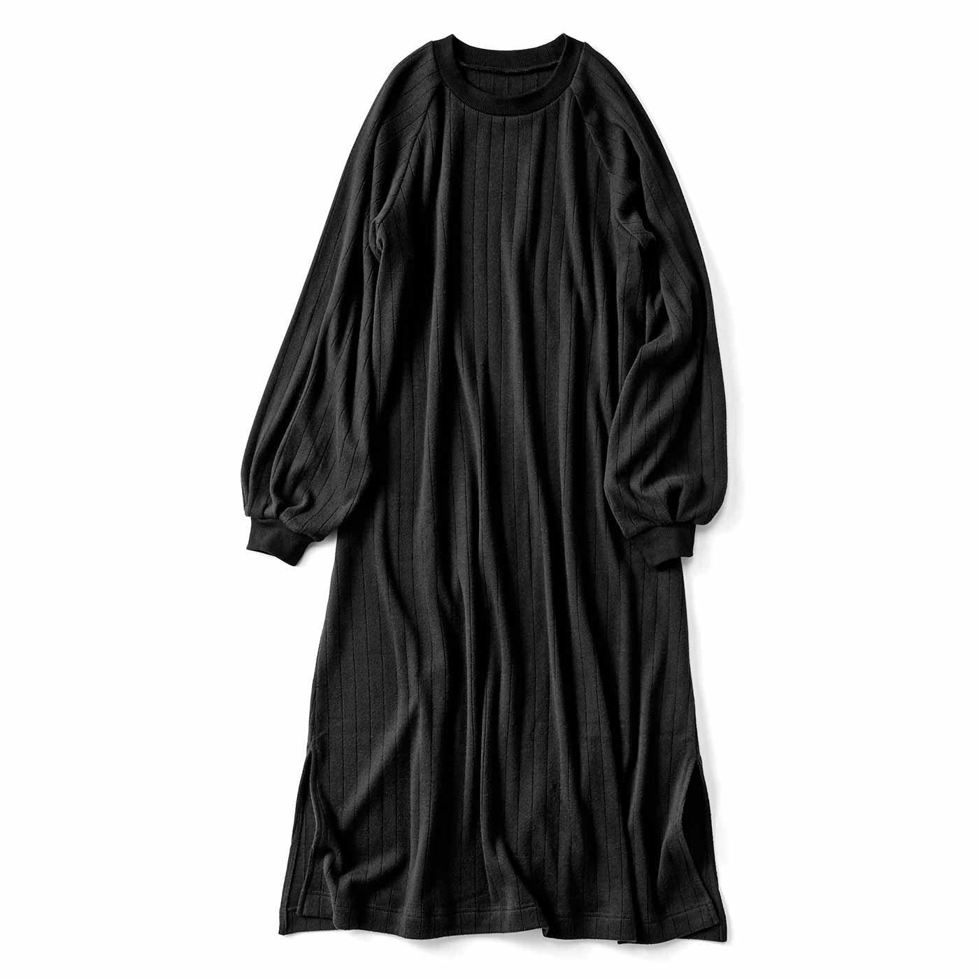 ボリューム袖がかわいい Aラインカットソーワンピース〈ブラック〉