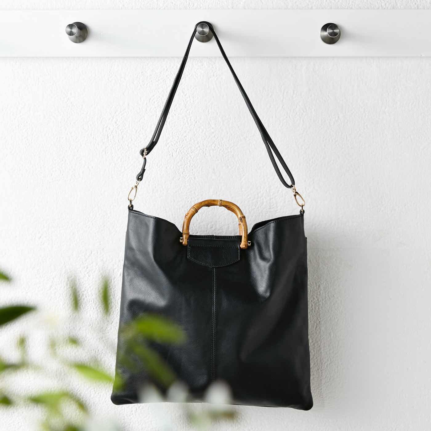 IEDIT[イディット] スリムだけどたくさん入って使いやすい バンブー持ち手の2-WAY本革バッグ〈ブラック〉