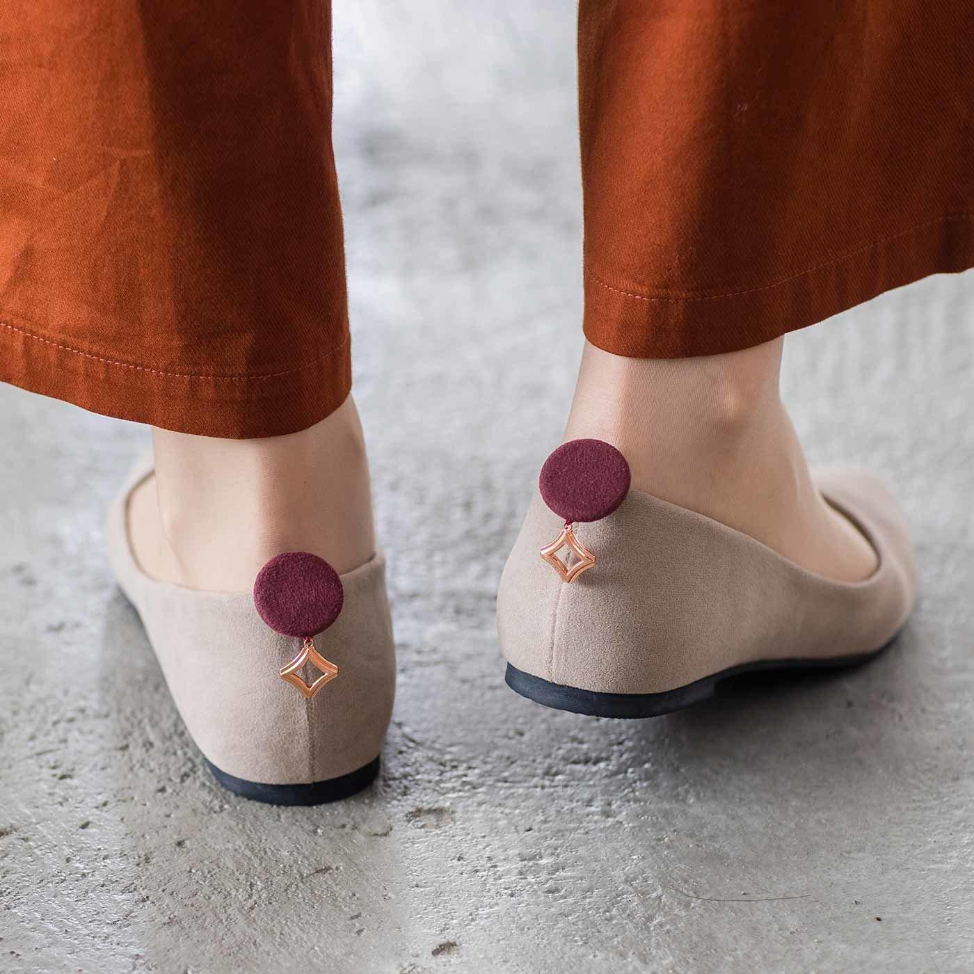 シックカラーで品よく 靴のパカパカ浮きを防止する かかとフィットパッドの会