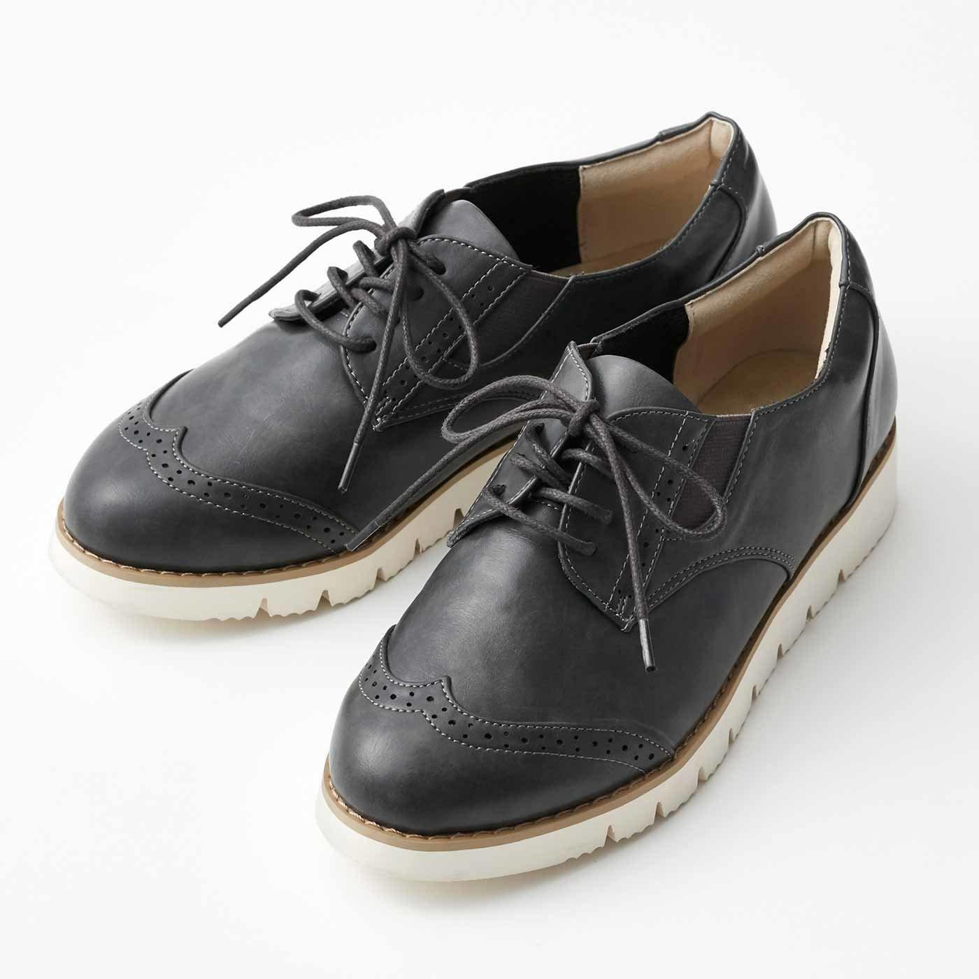 スニーカーの履き心地 ダークカラーの軽やかきちんと靴の会