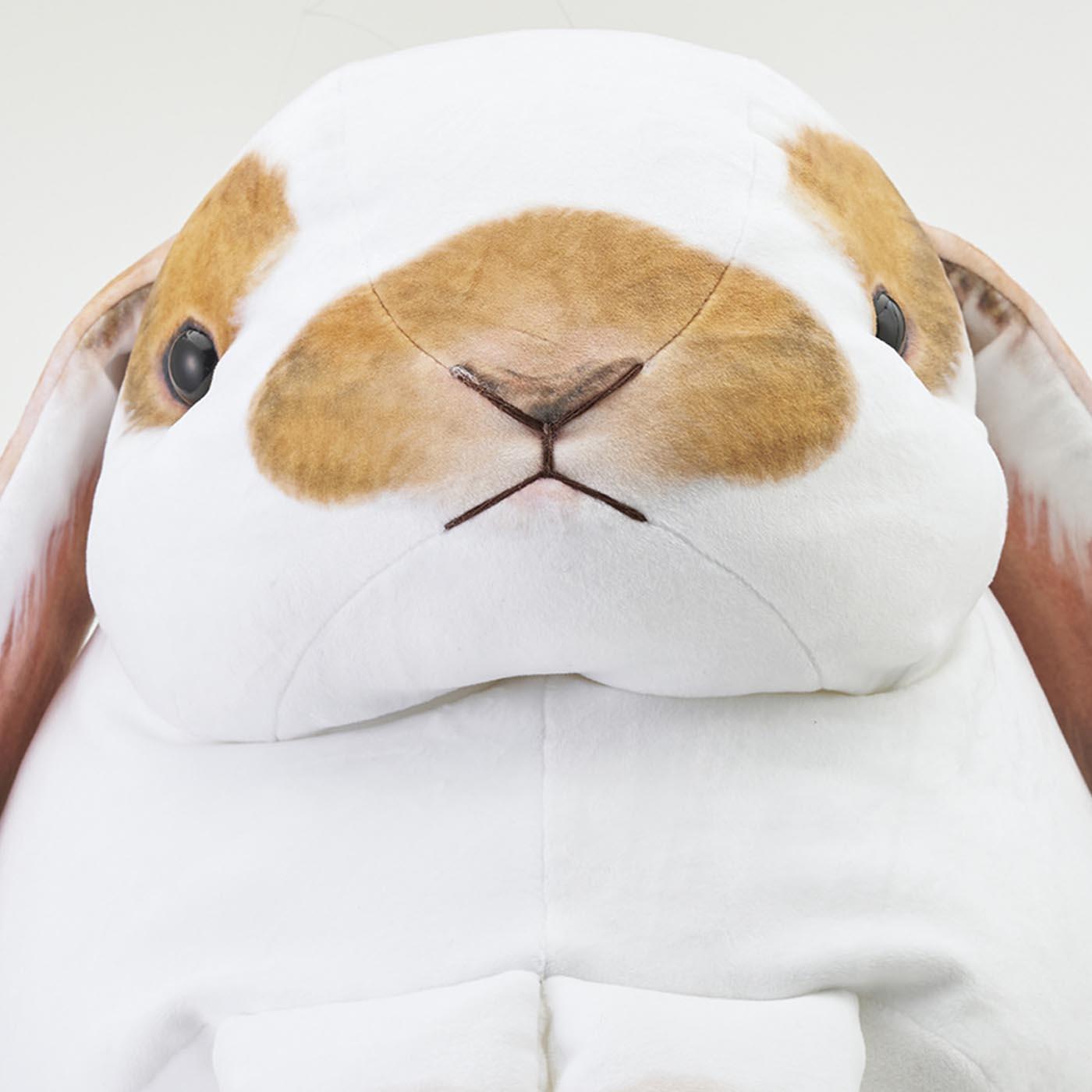 ふっくりしたほっぺの形は、一番のこだわり! お鼻とお口は刺しゅうです。