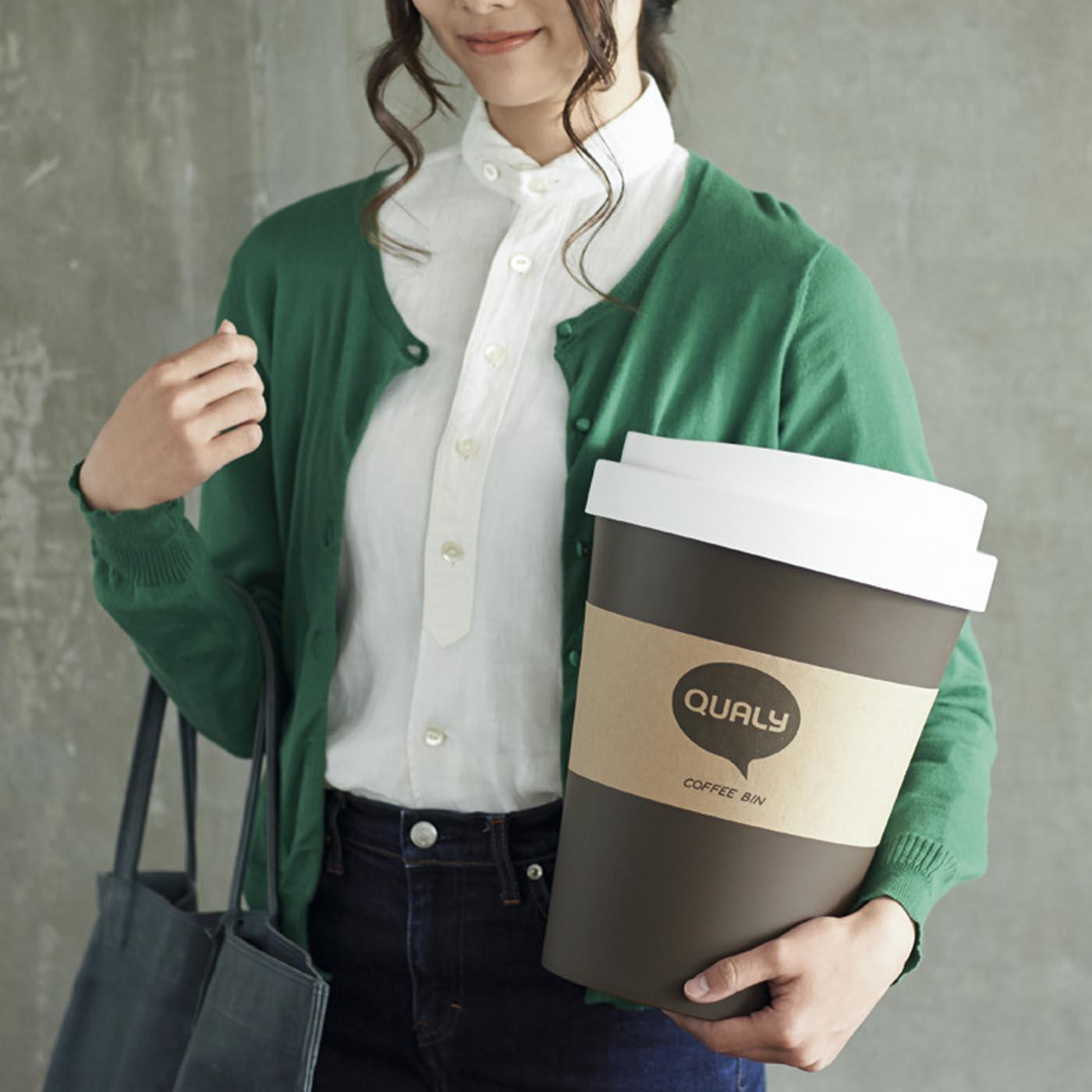 まるで巨大なコーヒーカップをテイクアウトしたみたい!?