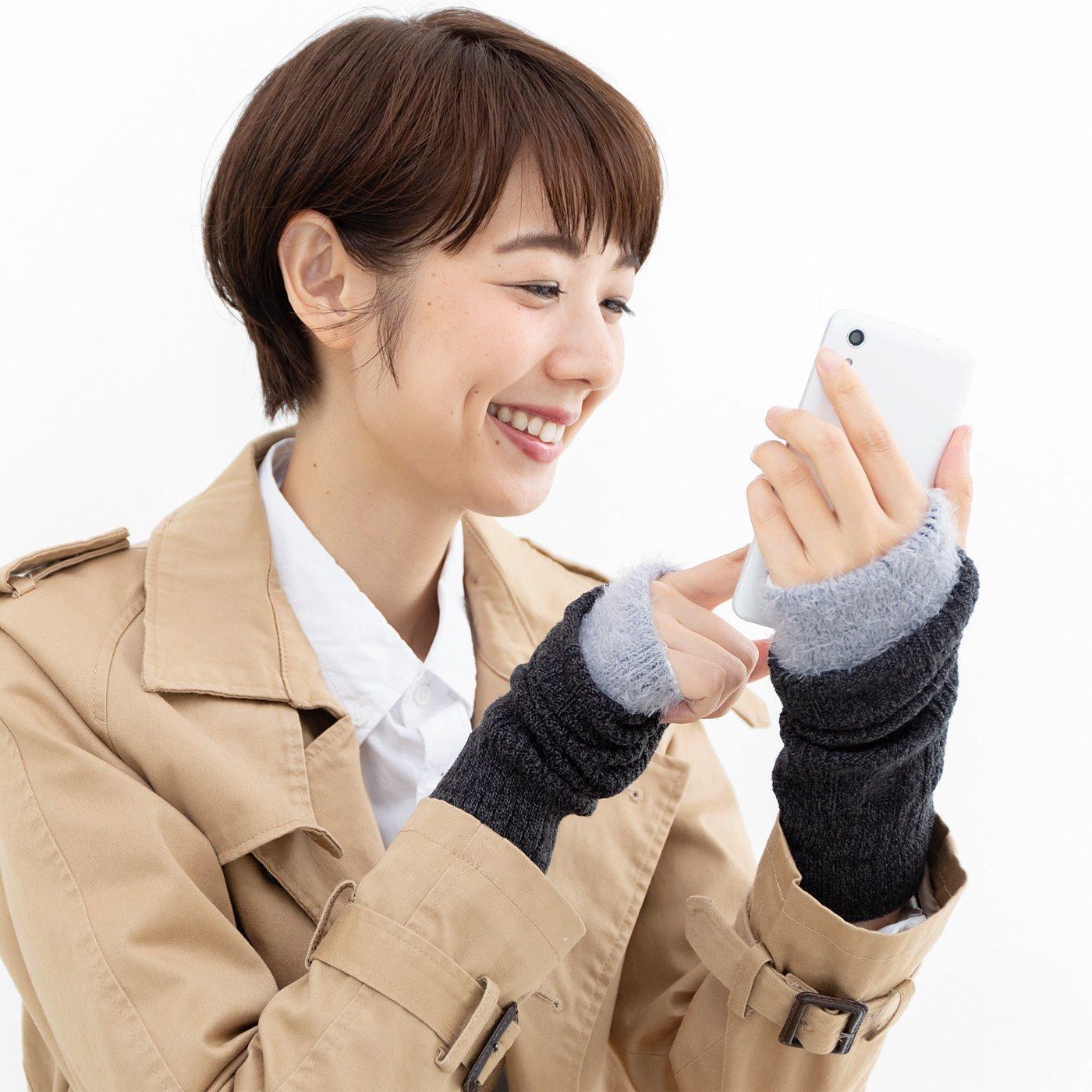 指先がすぐに使えてスマホに便利 シルクの肌当たりで手もとをすっぽりと包んでくれるハンドウォーマーの会