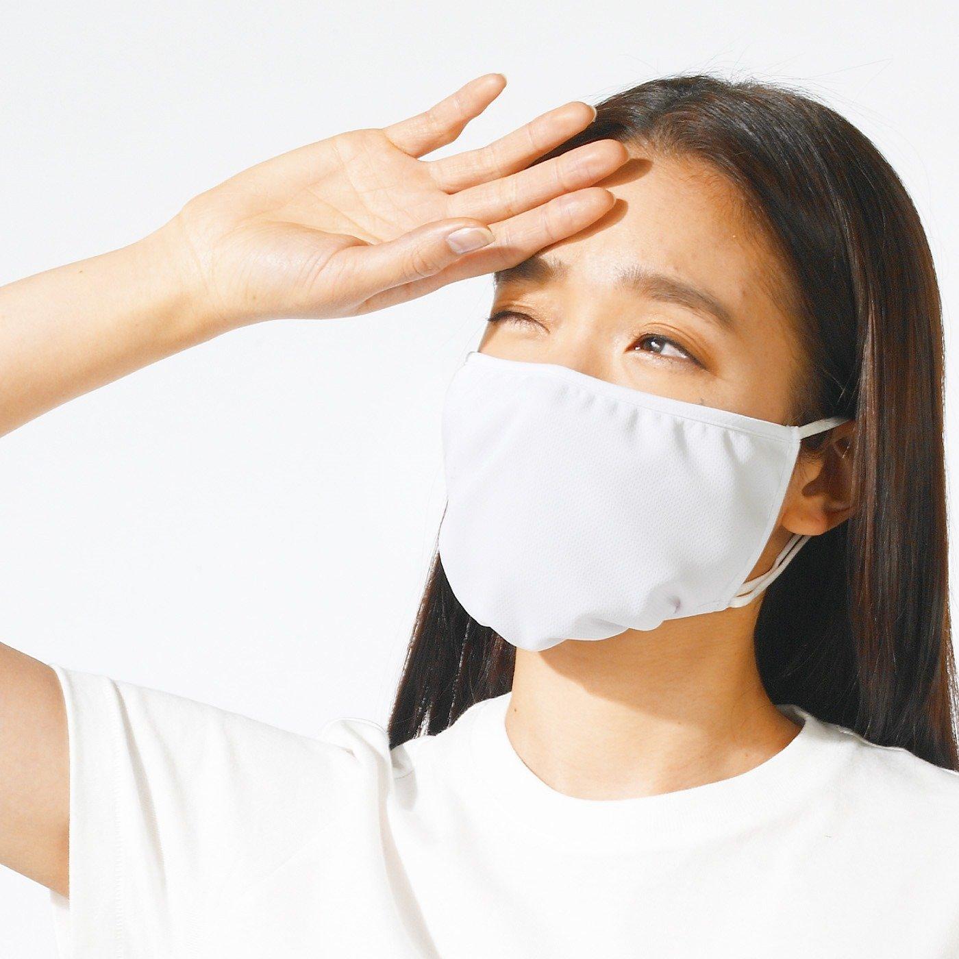 さっと着脱で本格ケア 大型設計のUVカット紫外線対策マスク