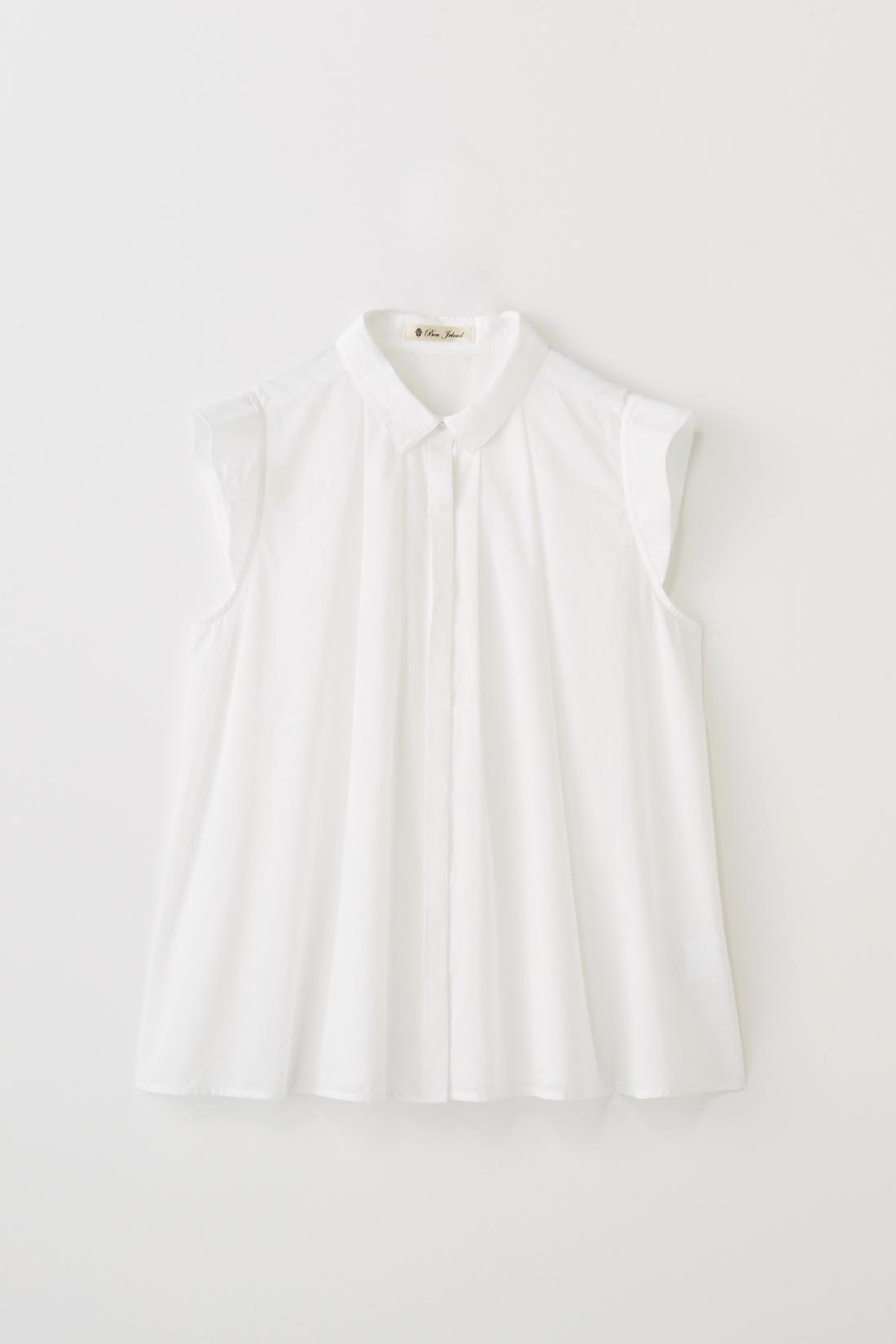 ふんわりとしたAライン。小さめの衿や袖がポイントです。