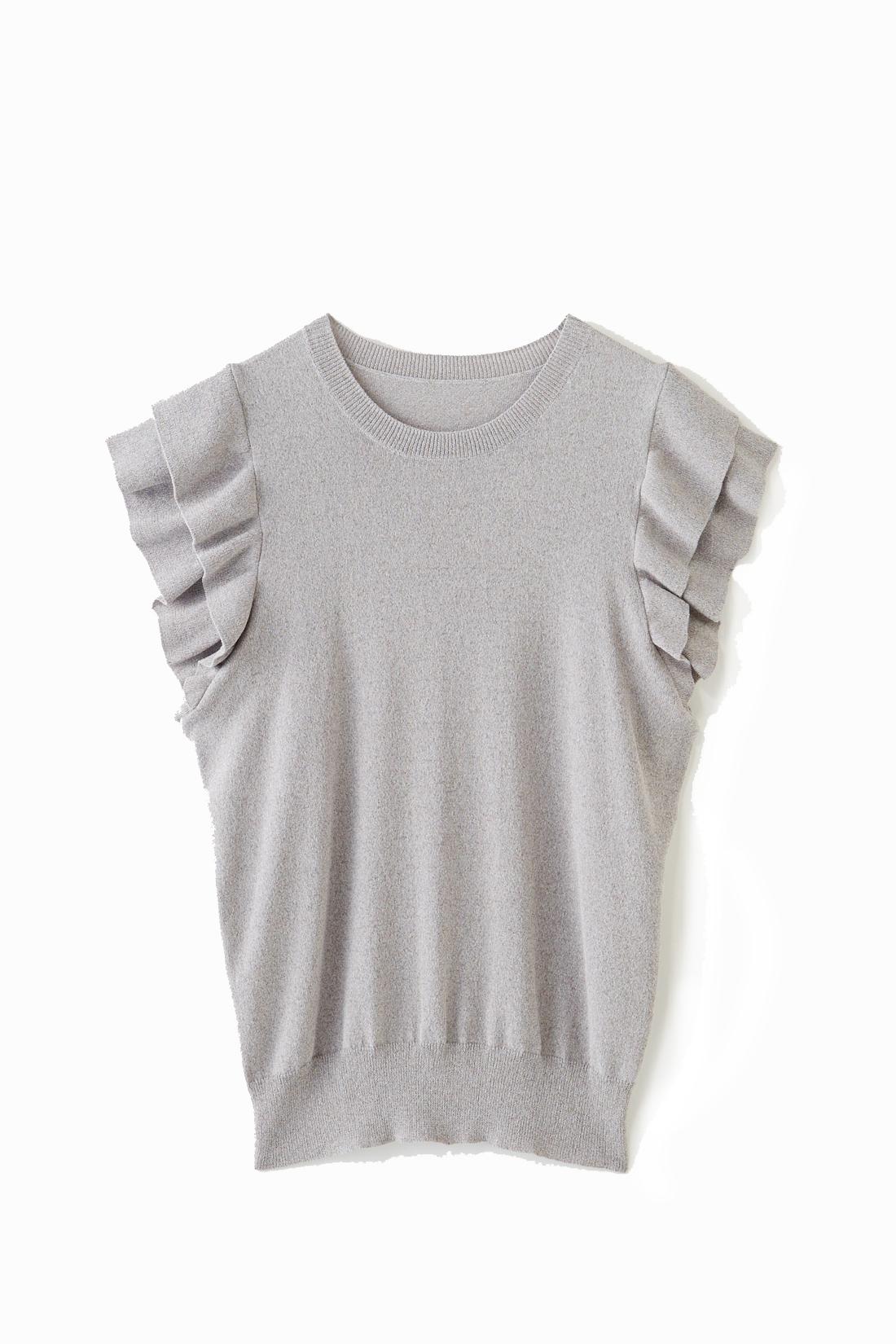 ひらりとした袖のデザインが◎。