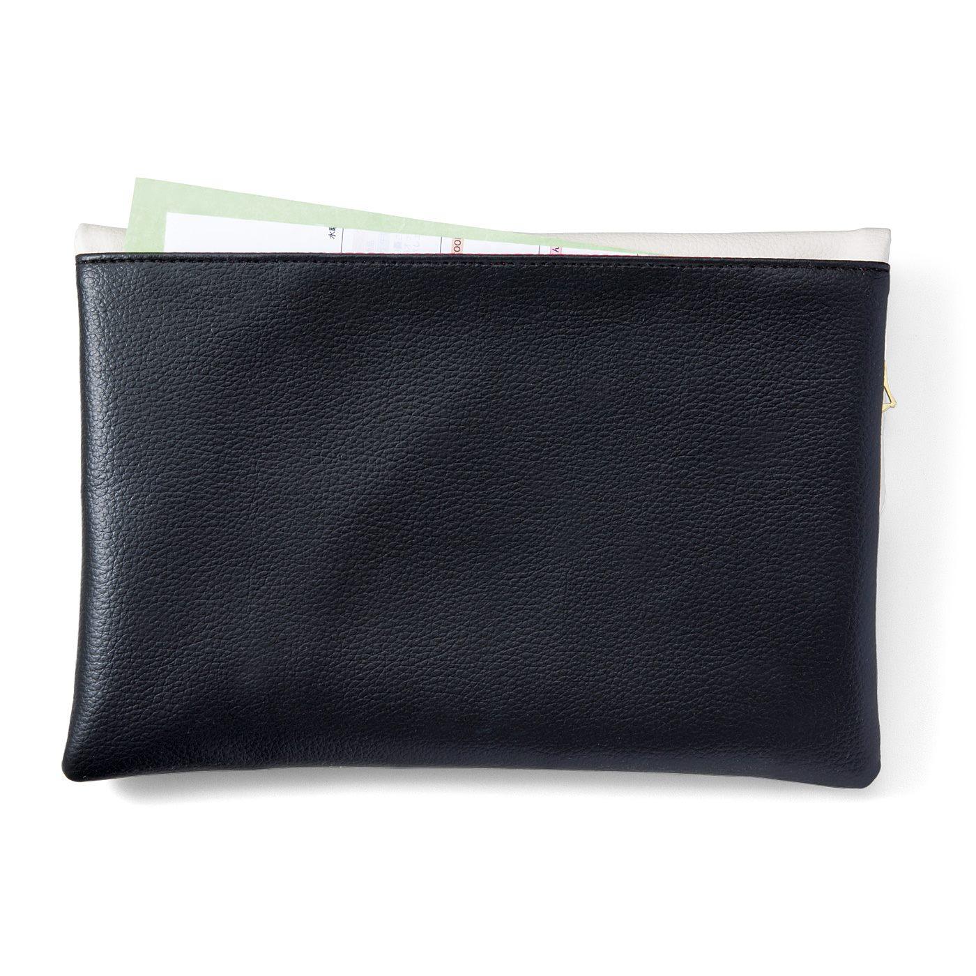 A5サイズの外ポケット付き。サッと取り出したいものは外ポケットに。