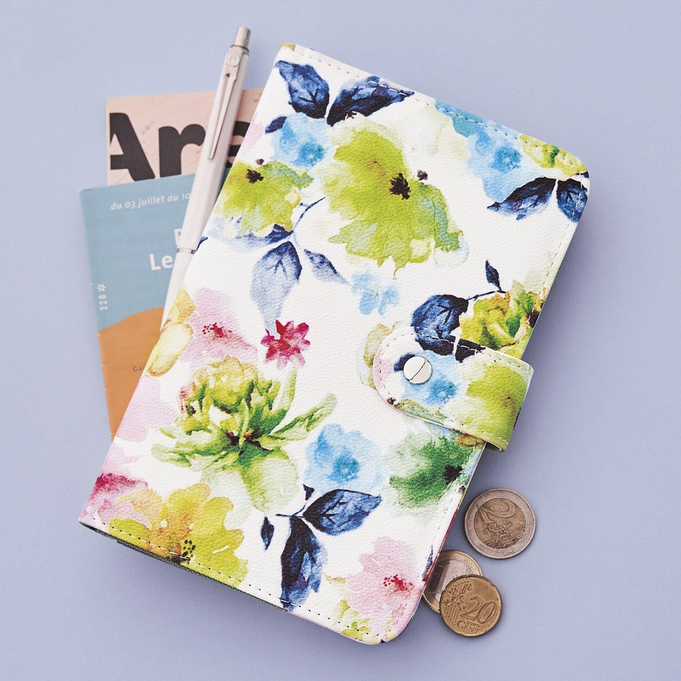 充実ポケットで整とん上手 ときめく花柄の手帳型ポーチ