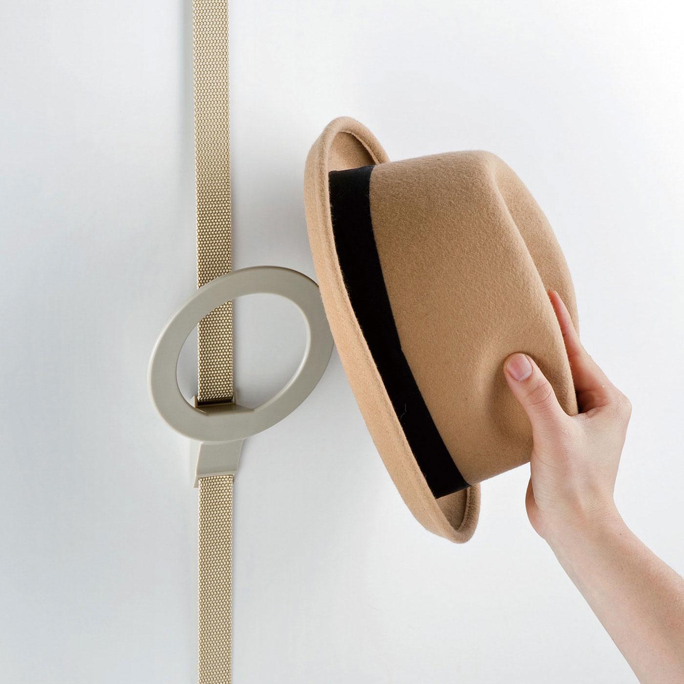 いろいろな形の帽子が掛けやすく落ちにくいリング型。