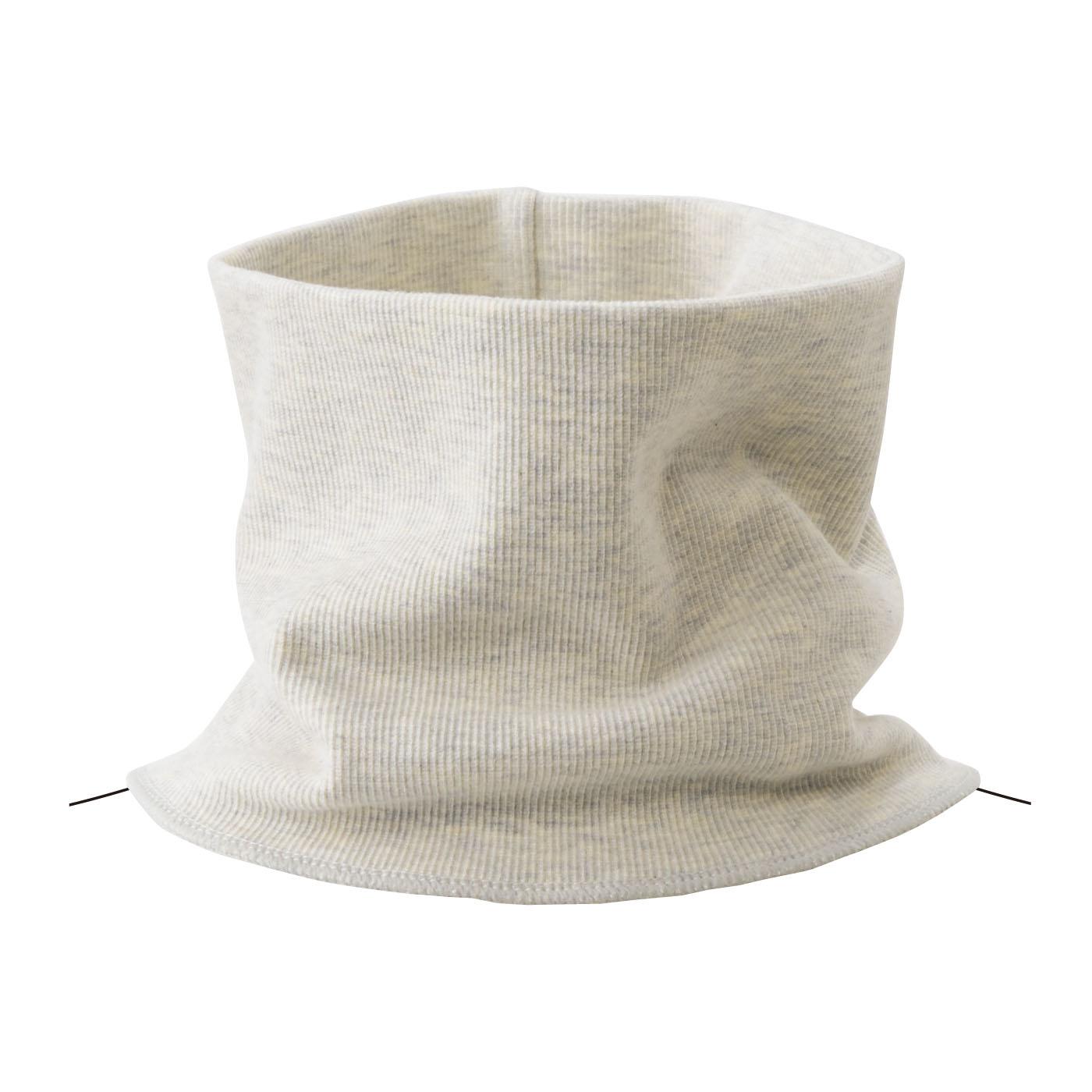 オートミール 肌ざわりがなめらかな綿レーヨン素材。下端は服の下でもたつかない仕上げ。