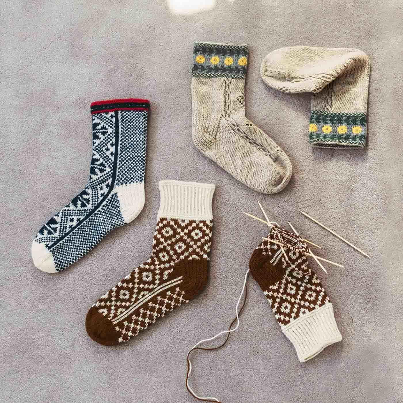 おうち時間もお出かけも 手編みの相棒 編み込み靴下の会