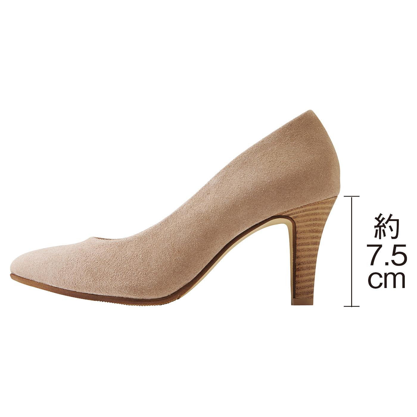 女性の足を美しく見せるのは8センチのヒールと言われてます。快適さと美しさを兼ね備えるサイズは何センチだろうか……私たちが行き着いた答えは7.5cmでした。