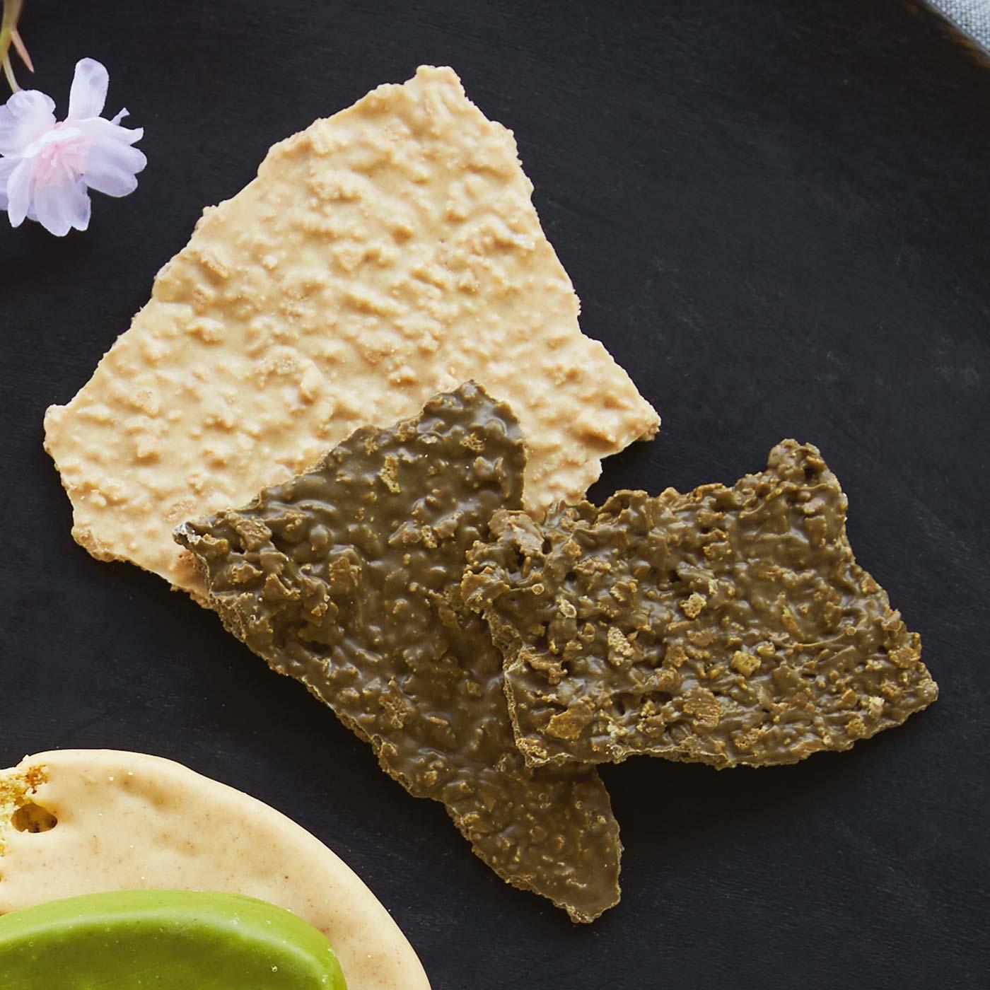 【フィアンティーヌ2種(焦がしきな粉、ほうじ茶) 各1個】 実は私のイチオシはこのフィアンティーヌ。さくさくでやみつきになること間違いなし。食感重視の方、必食です!