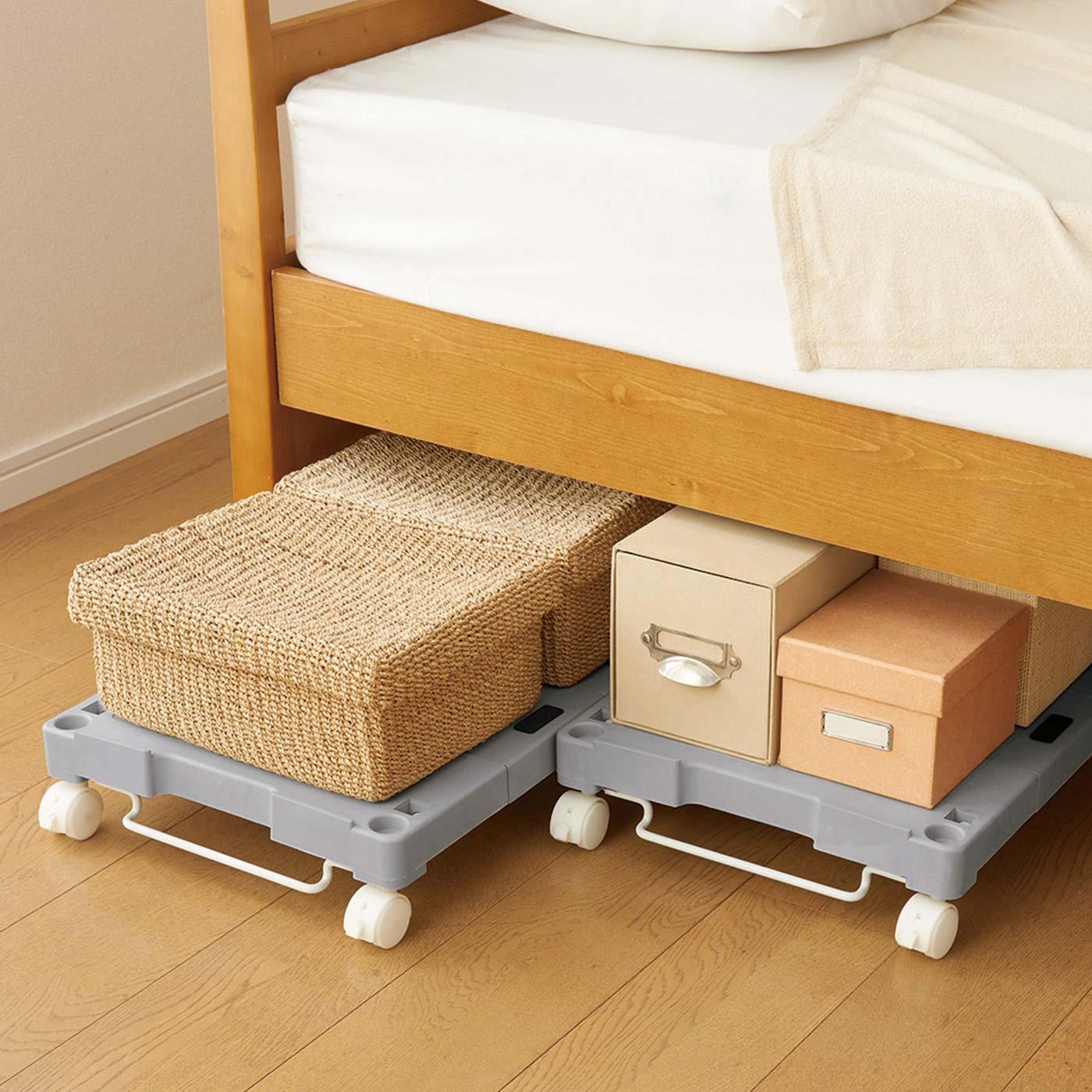 ベッド下収納にも。奥のものが取り出しにくく、置きっぱなしになりがちなベッド下収納も出し入れらくらく。掃除もスムーズに!