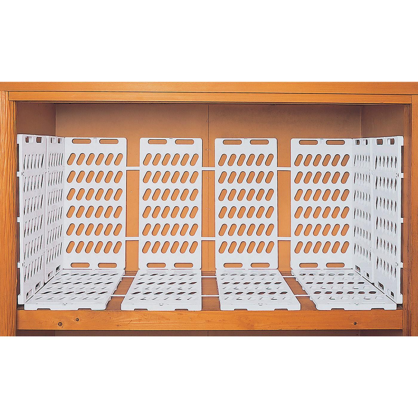 収納スペースに合わせて、すのこの枚数と間隔を調整できます。(6セット(12枚)使用)