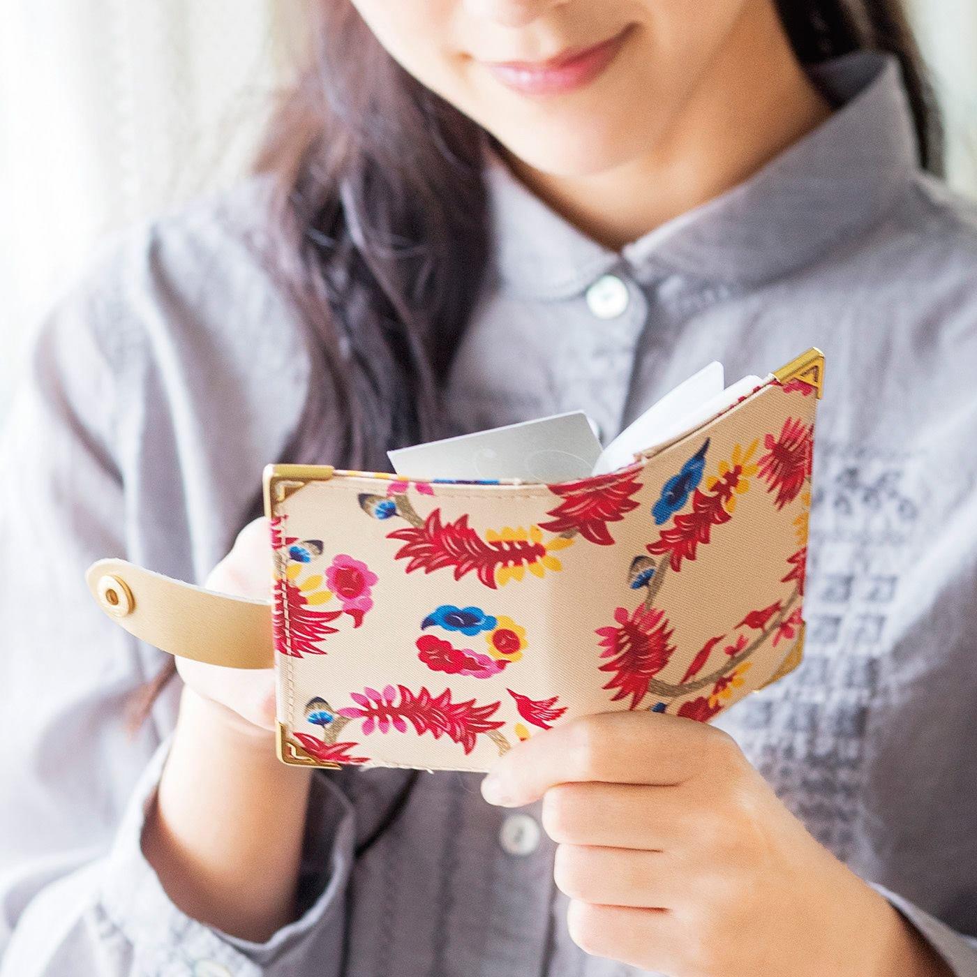 パッと開いて花ひらく 琉球紅型プリントカードケースの会
