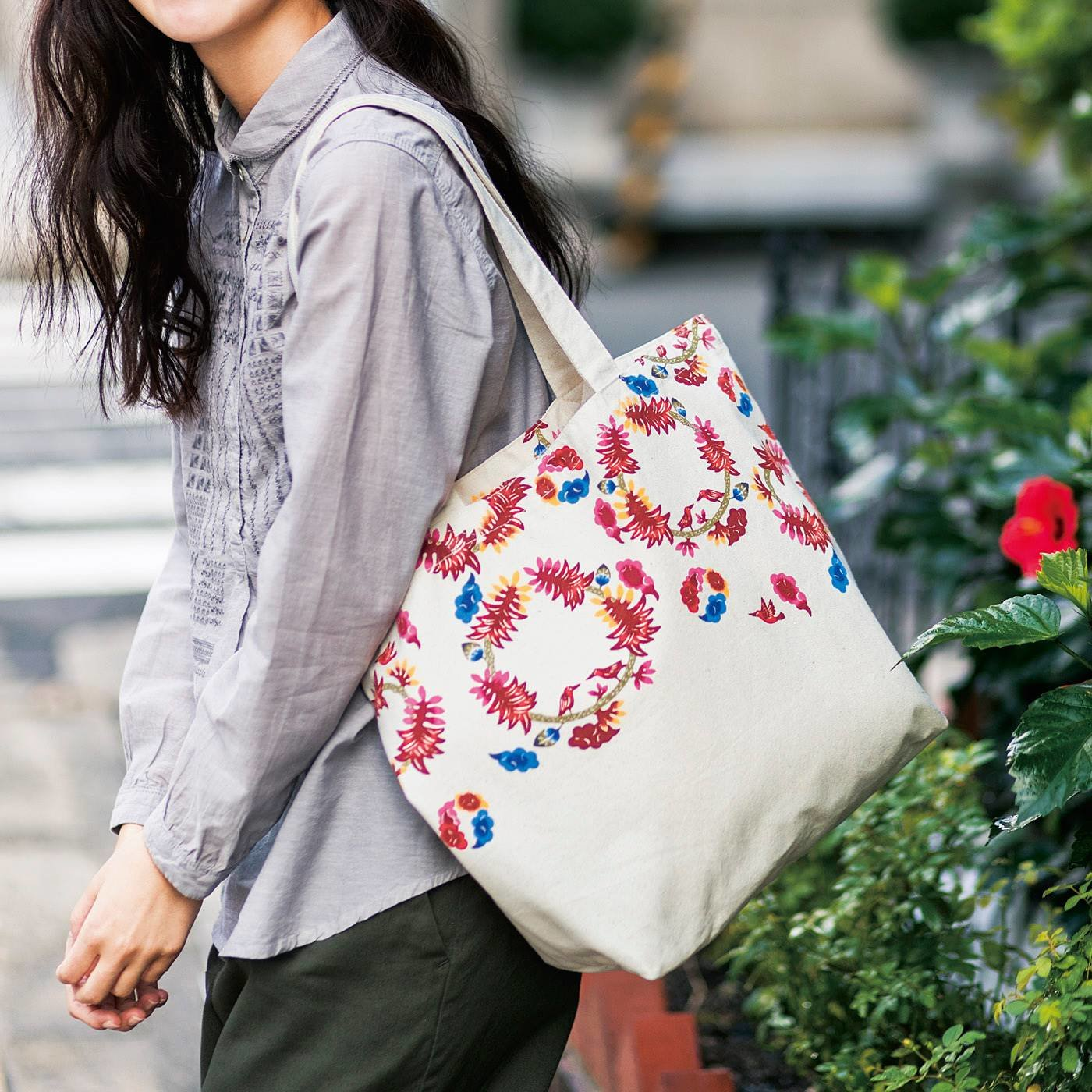 いつもの服にも花を添える 琉球紅型プリントトートバッグの会