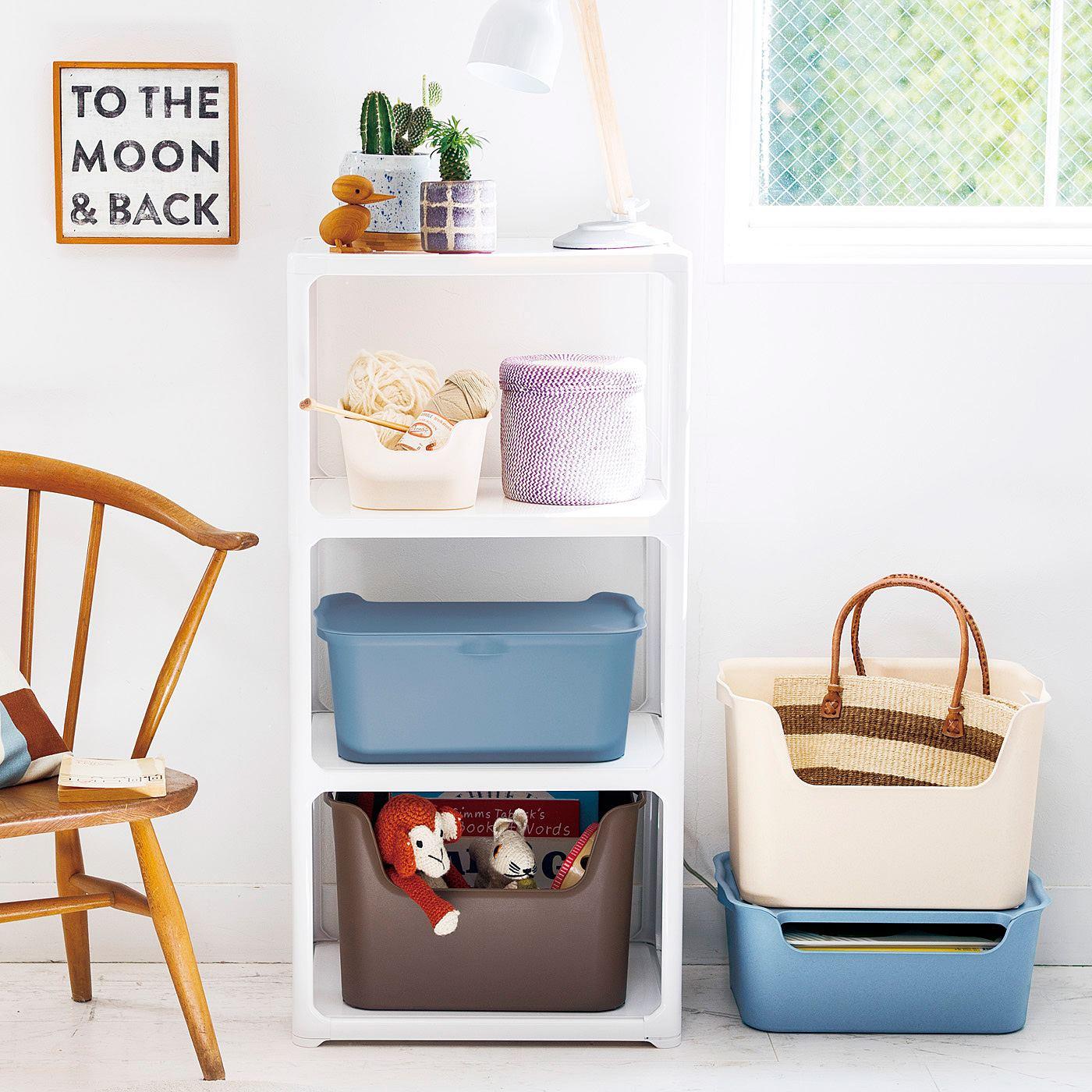 子どものおもちゃや新聞・雑誌、ブランケットなどがすっきり。バッグの一時置きにも。