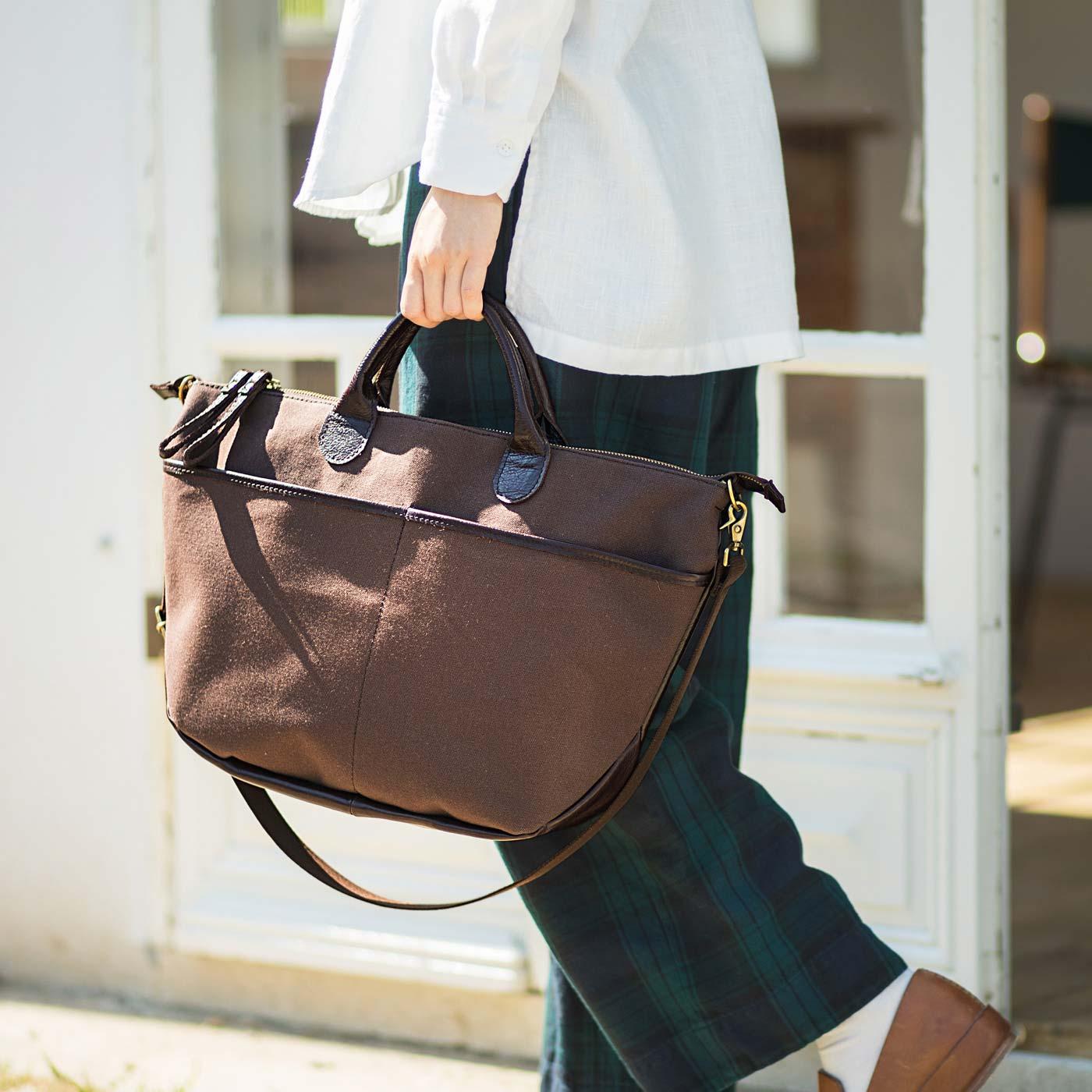 2-WAY 帆布(はんぷ)側には、フロントに大きなポケット付き。