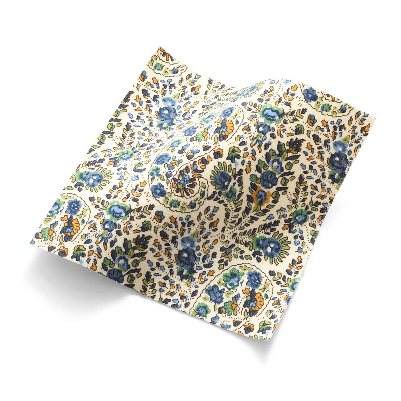鞄の中がパッと明るくなる、ブラウンと相性のよいリバティプリント。