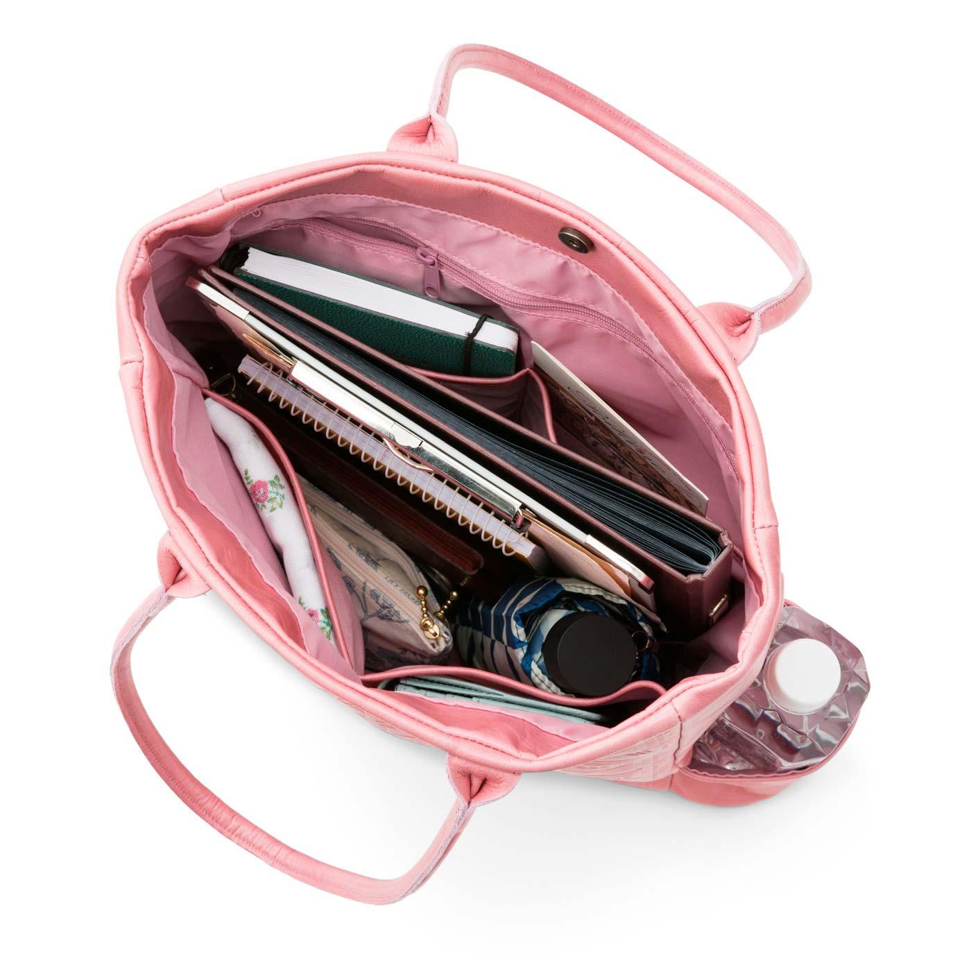 ペットボトル専用の外ポケットは、チョコレートバイヤーならではのアイデア!