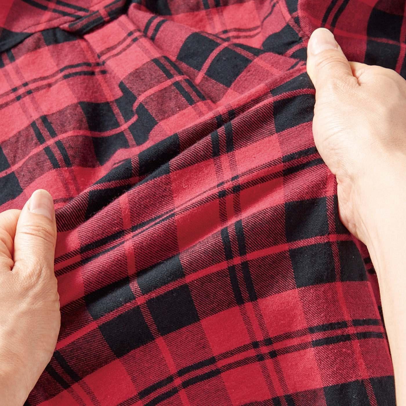 綿素材にポリウレタンをプラス。ストレッチ性にすぐれているので、肩まわりもらくらくです。
