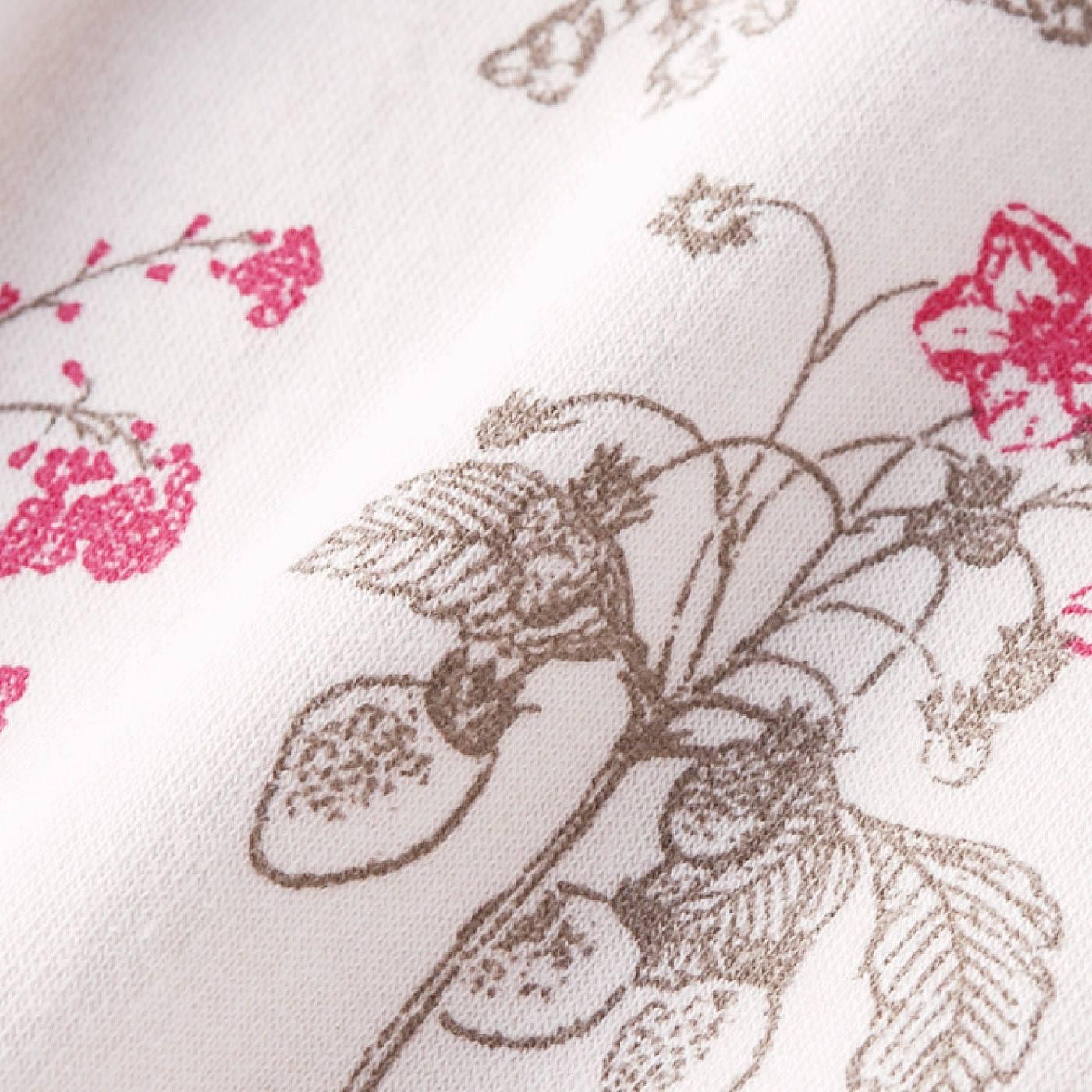 植物を描いたボタニカル柄は、おとなな雰囲気。