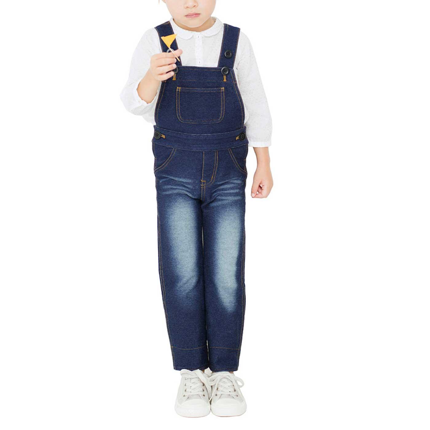 ※着用イメージです。長く着てほしいからボトムのすそを伸ばしてもはけるように、肩ひもにボタンをふたつ付けました。 107cm/10サイズ