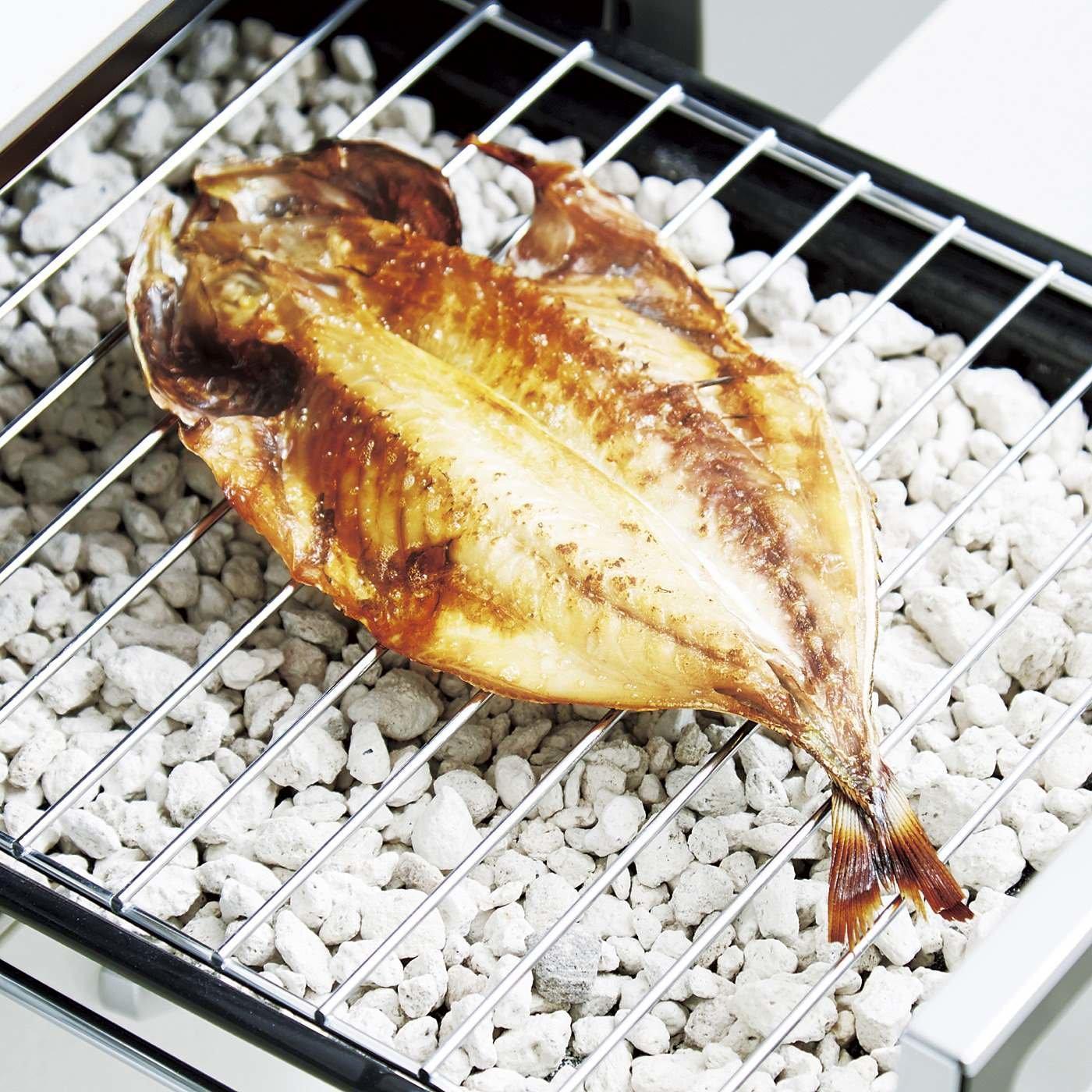 汚れもにおいも吸収 敷くだけ簡単 魚がおいしく焼ける石の会