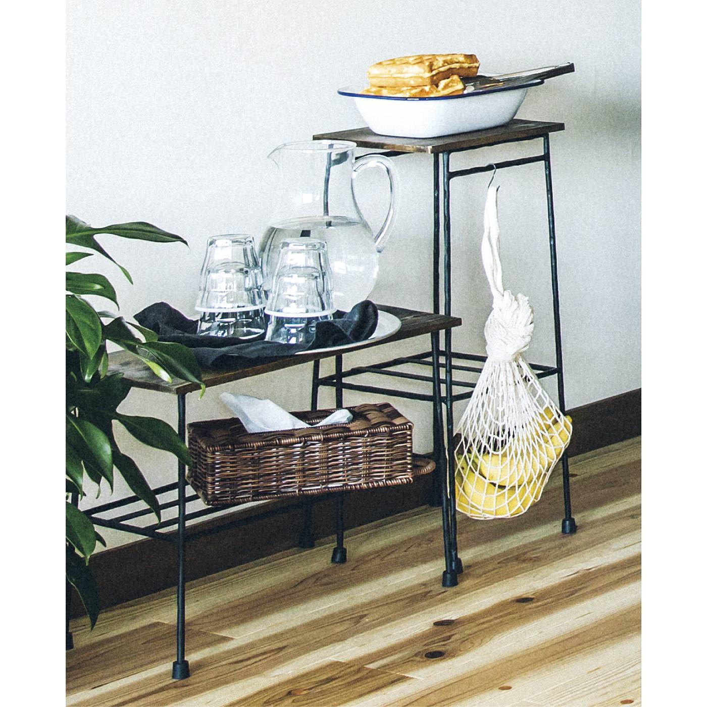 床に座っておうちカフェ。少し背の低いローテーブルも登場して、「くつろぐ」スタイルのコーヒータイムがますます快適に!