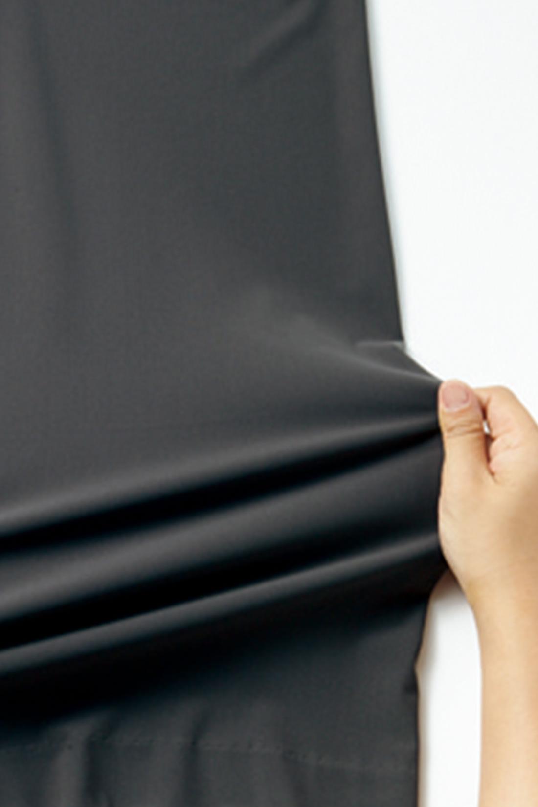 made in japan が誇るハイテンション素材。ハリがありながら驚くほど伸縮し、復元力のある360°伸びる素材を使用しています。