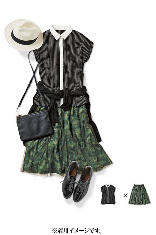 これは参考画像です。モードなカムフラ柄スカートを、ハンサムなシャツできりり。清潔感も高いので、きちんとしたい日にも好印象。