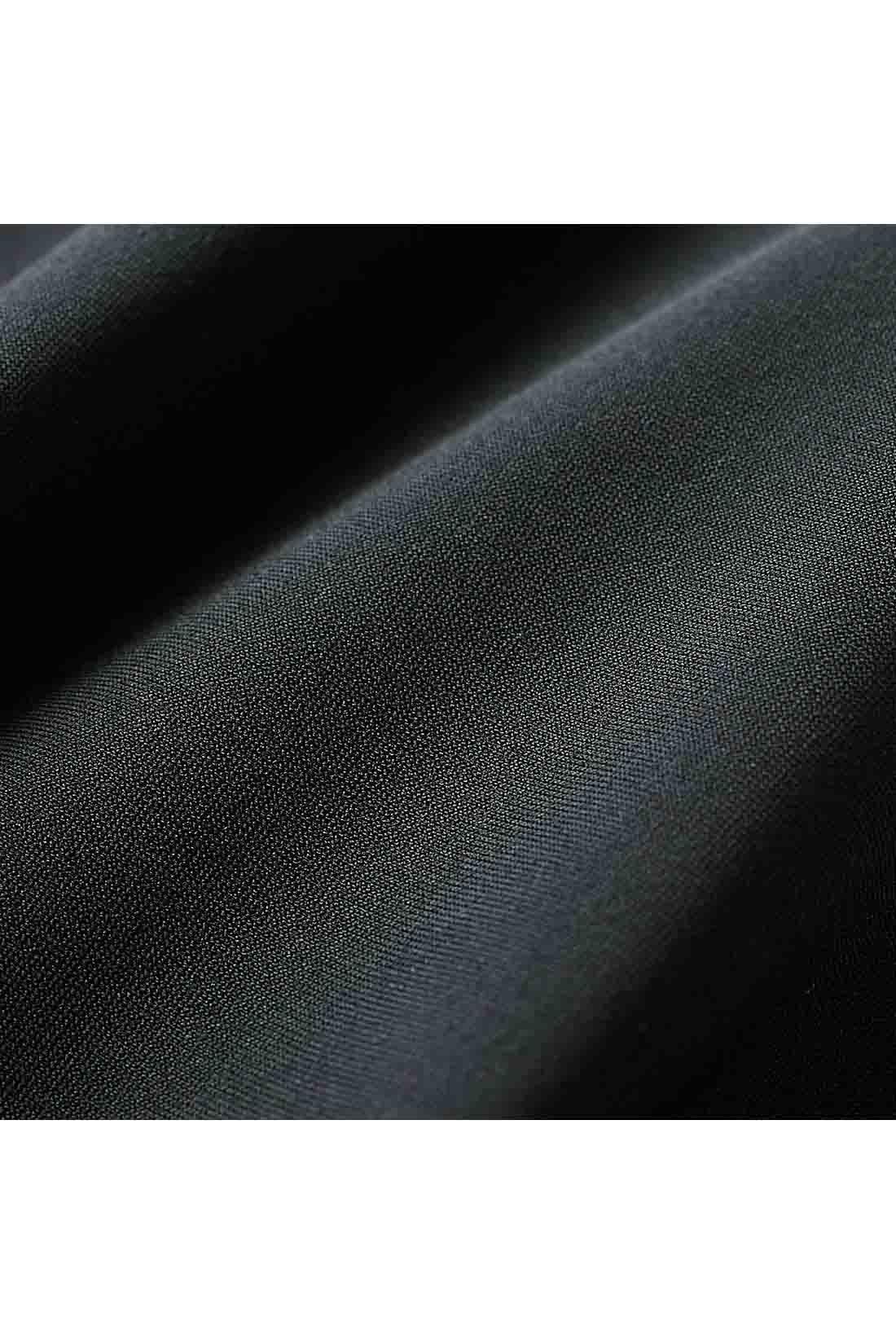 濃色の発色性がすぐれた糸を使い艶(つや)感のあるブラック。