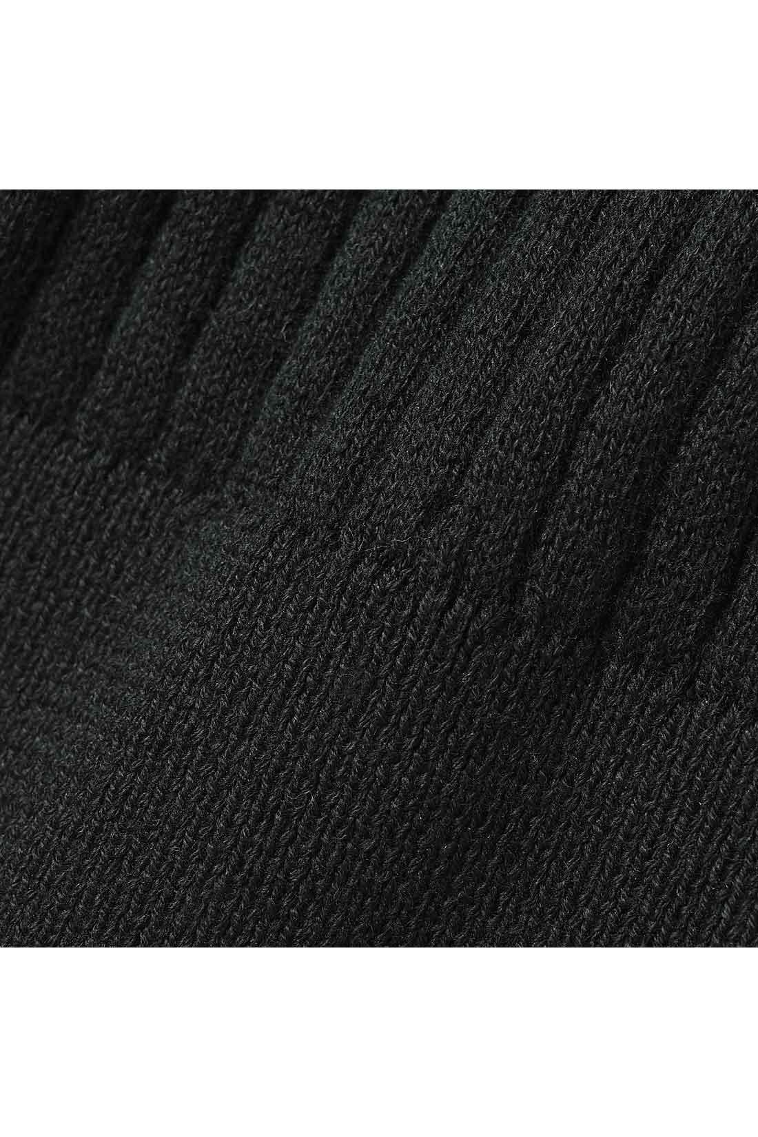 繊細な雰囲気のやわらかな綿100%リブが大人顔。
