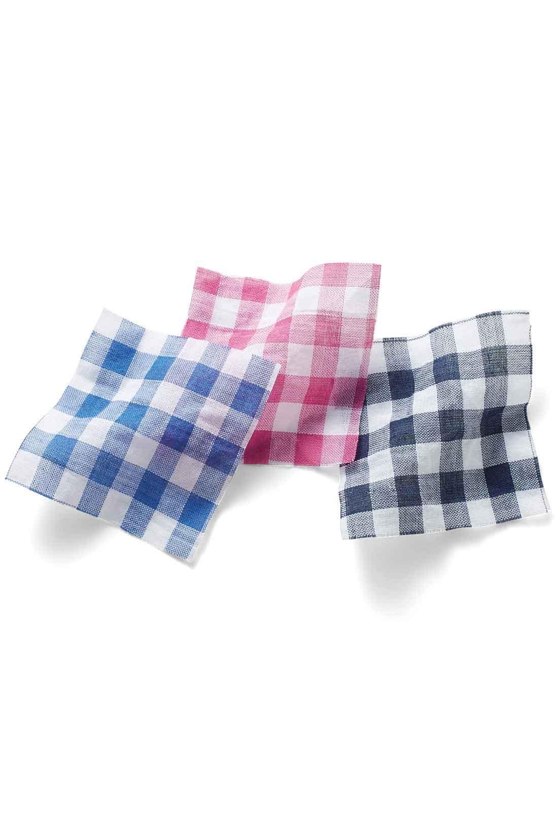 「肌に張り付かず風をはらむ軽やかさ」 綿98%・ポリウレタン2%で仕上げた凹凸のある素材感は、肌に張り付かず、さらっと涼しい着心地。おうちでの洗濯後も、ノーアイロンでラフな感じに着られるのが便利です。大人の女性が着やすいネイビーです。