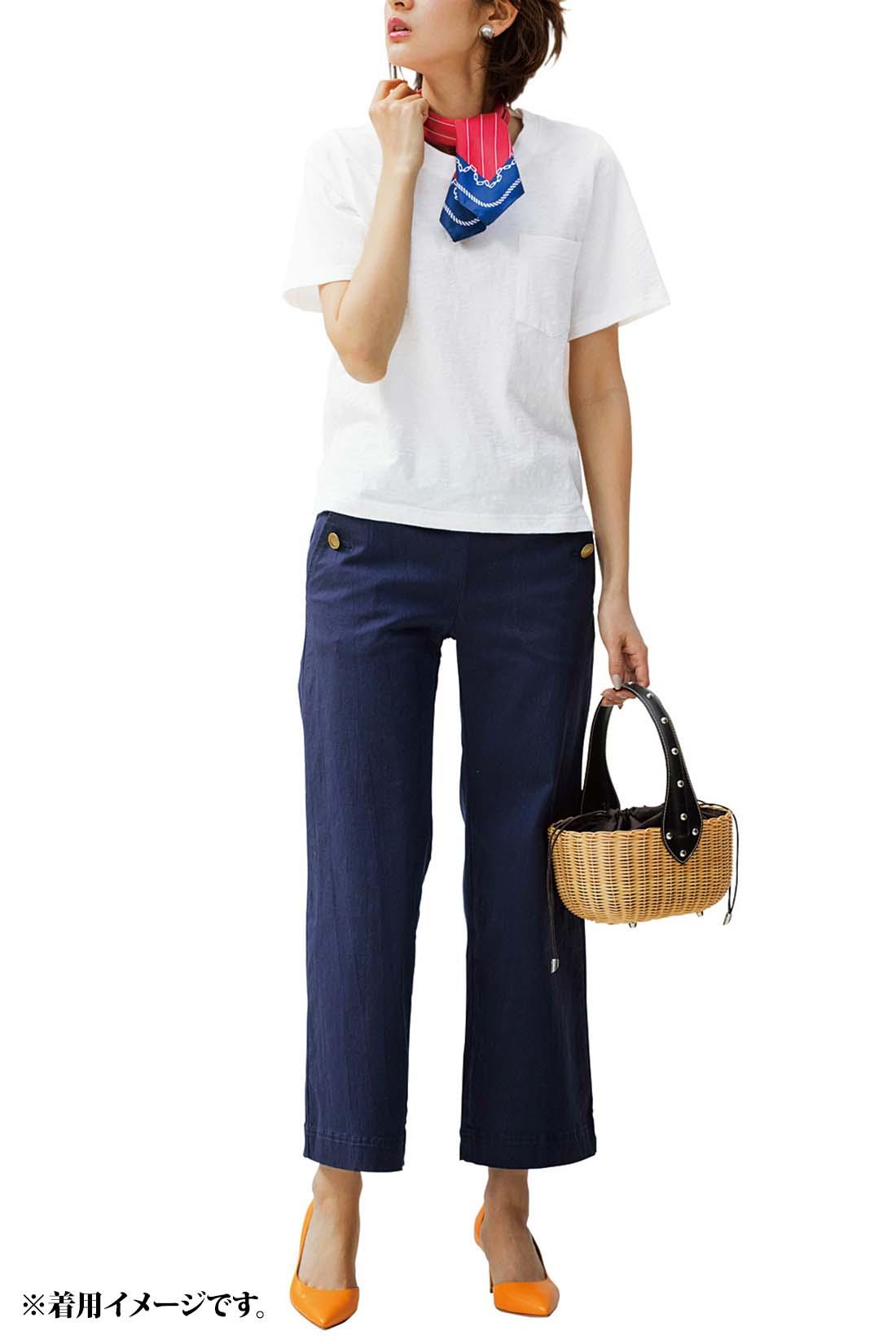 【Short】ボックスシルエットのショート丈はマリンパンツと好相性。差し色を効果的に使えばリッチカジュアルに。