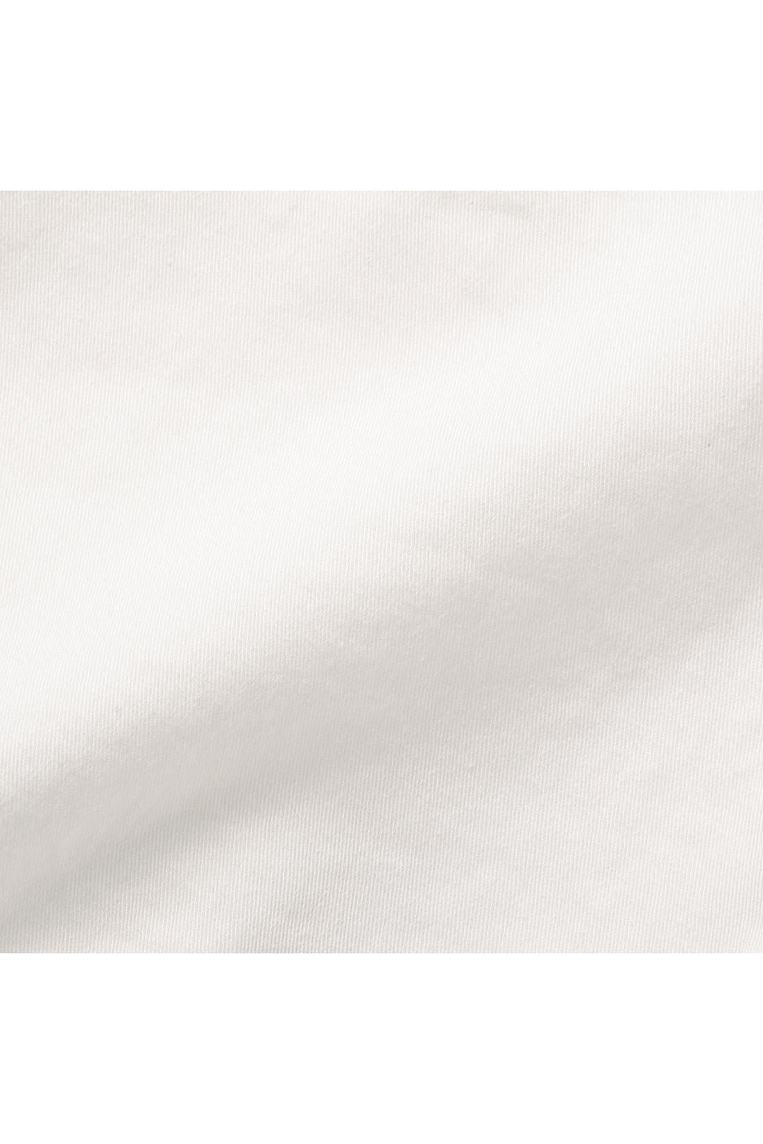 伸びやかなはき心地のストレッチ混素材、適度に肉厚な素材なので長いシーズン活躍。