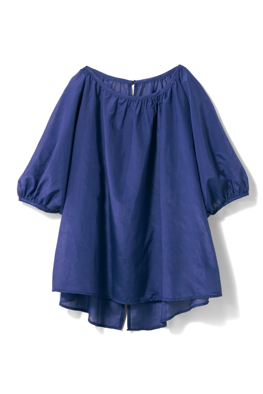 シックに着映える【オーシャンブルー】 ゆったりとした五分袖で、二の腕をカバー&ほっそり見せ。