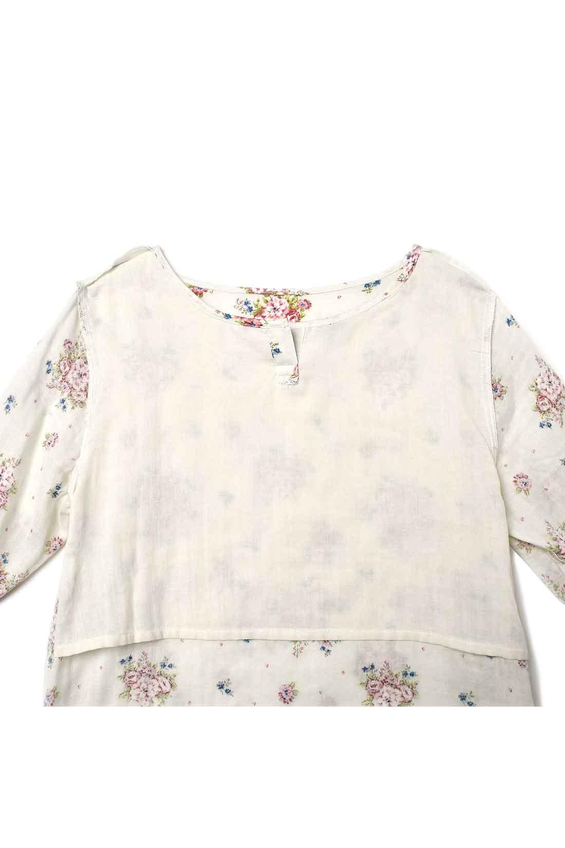 胸もとが透けにくい綿素材の胸あてが付いているのでインナーなしでも安心。