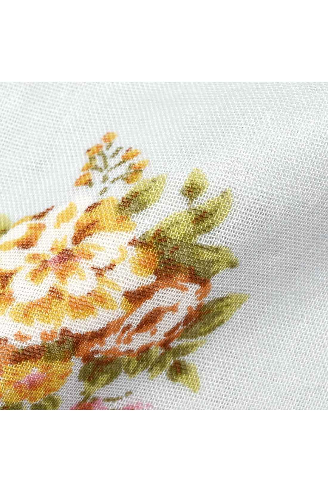 肌ざわり抜群の綿100%。ノスタルジックな花柄プリントが女性らしい。