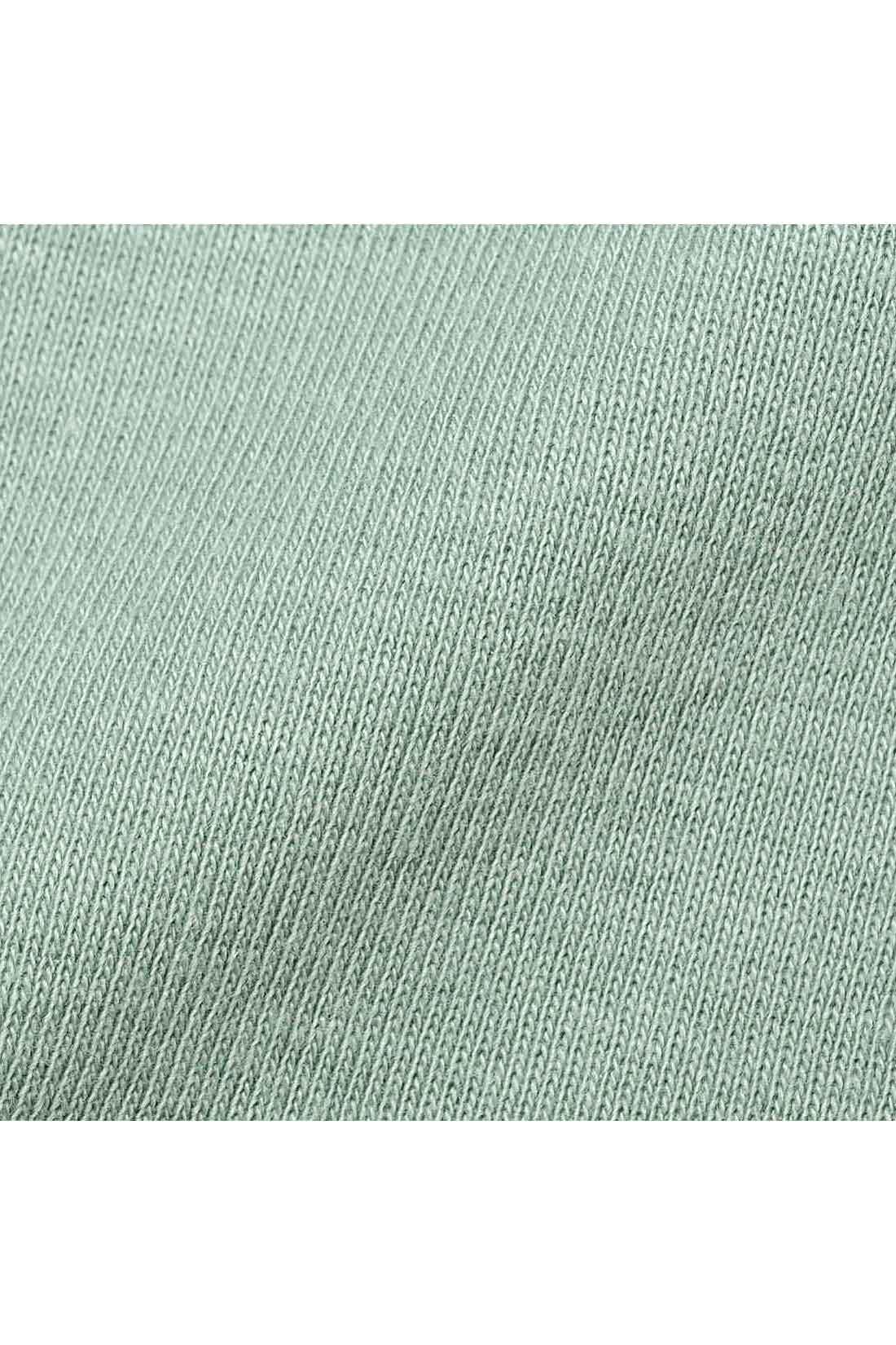 身生地は綿100%でやさしくさらりとした着心地。