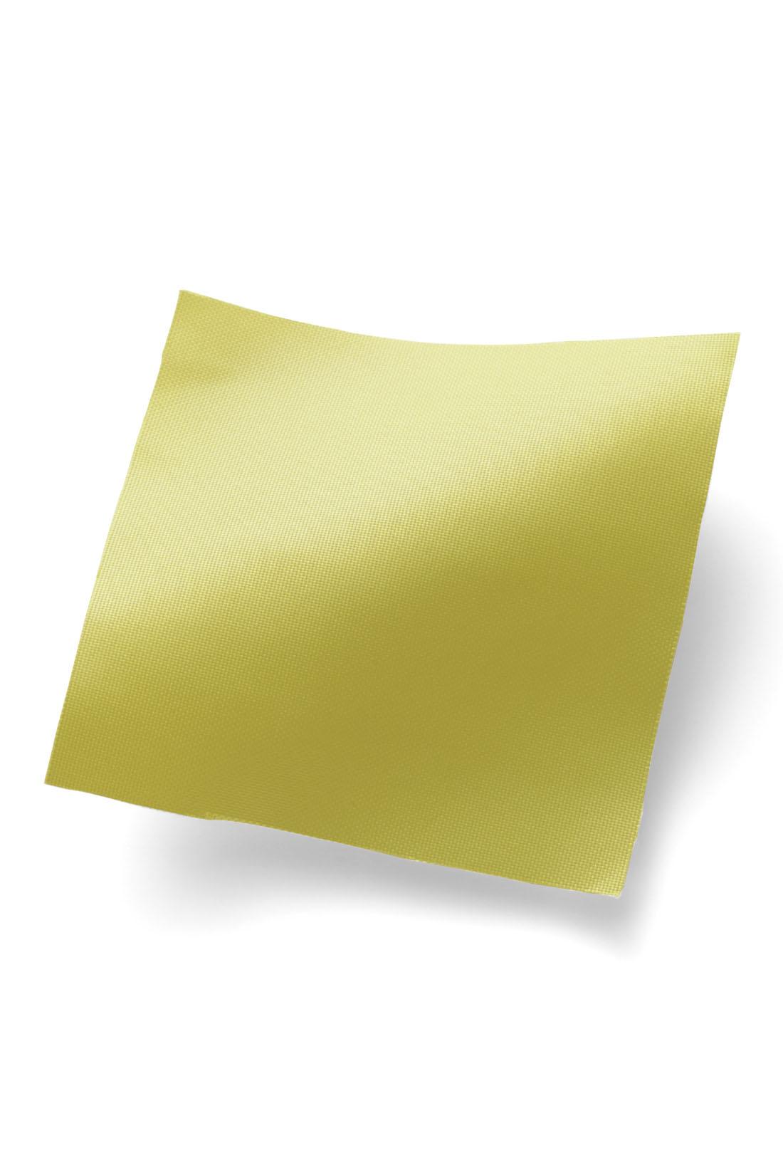 汚れが気になりにくい薄軽ポリエステル素材。 ※お届けするカラーとは異なります。
