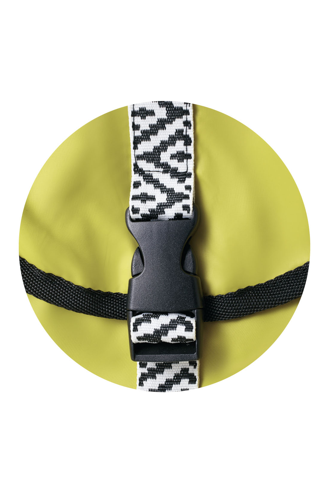 おしゃれな配色に、チロリアンテープ風のベルトがポイント。 ※お届けするカラーとは異なります。