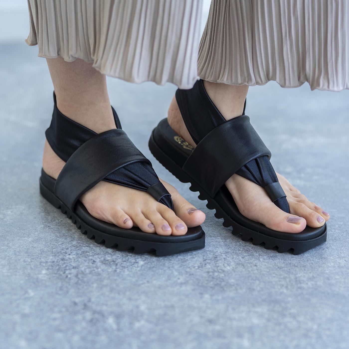 靴デザイナーの理想で仕上げた 職人本革のトングシューズ〈ブラック〉[サンダル:日本製]