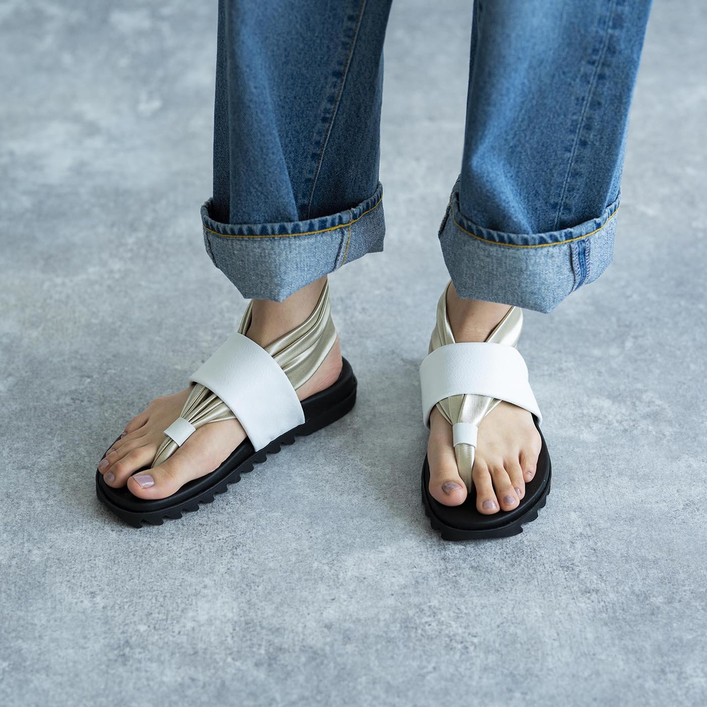靴デザイナーの理想で仕上げた 職人本革のトングシューズ〈ホワイト〉[サンダル:日本製]