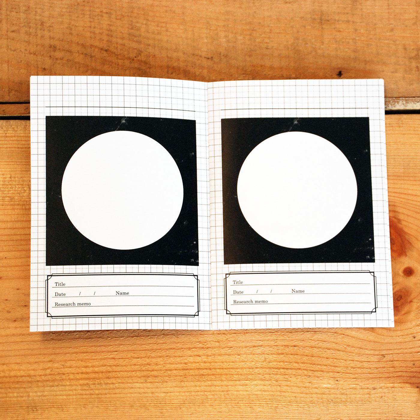 惑星図鑑ノートにできた惑星の絵、写真や特徴を書けば、自分だけの惑星図鑑が完成。