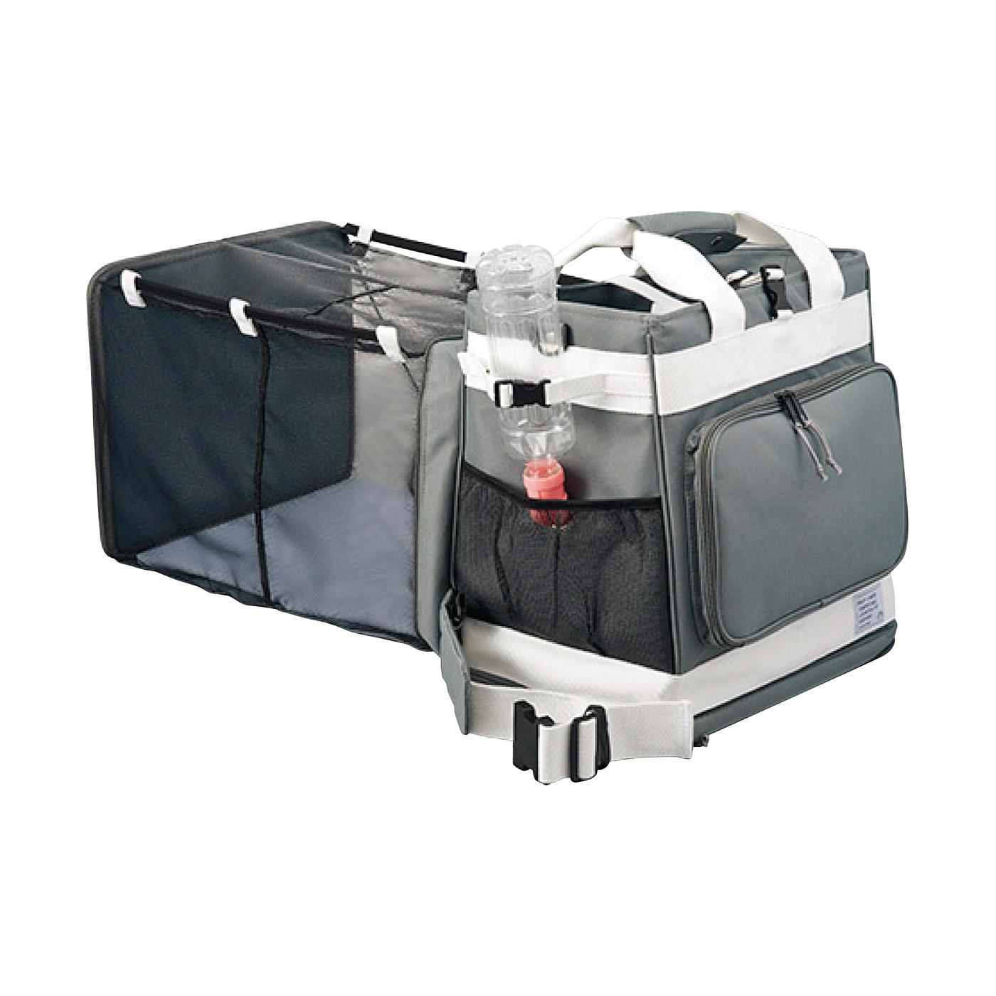 ケージにもなる拡張機能 背面から引っ張るだけでケージが登場。避難先でのペットの生活の居住スペースに。バッグを開けずに外から水をあげられる、給水口付き。(給水ボトルおよび給水ノズルは付いていません)